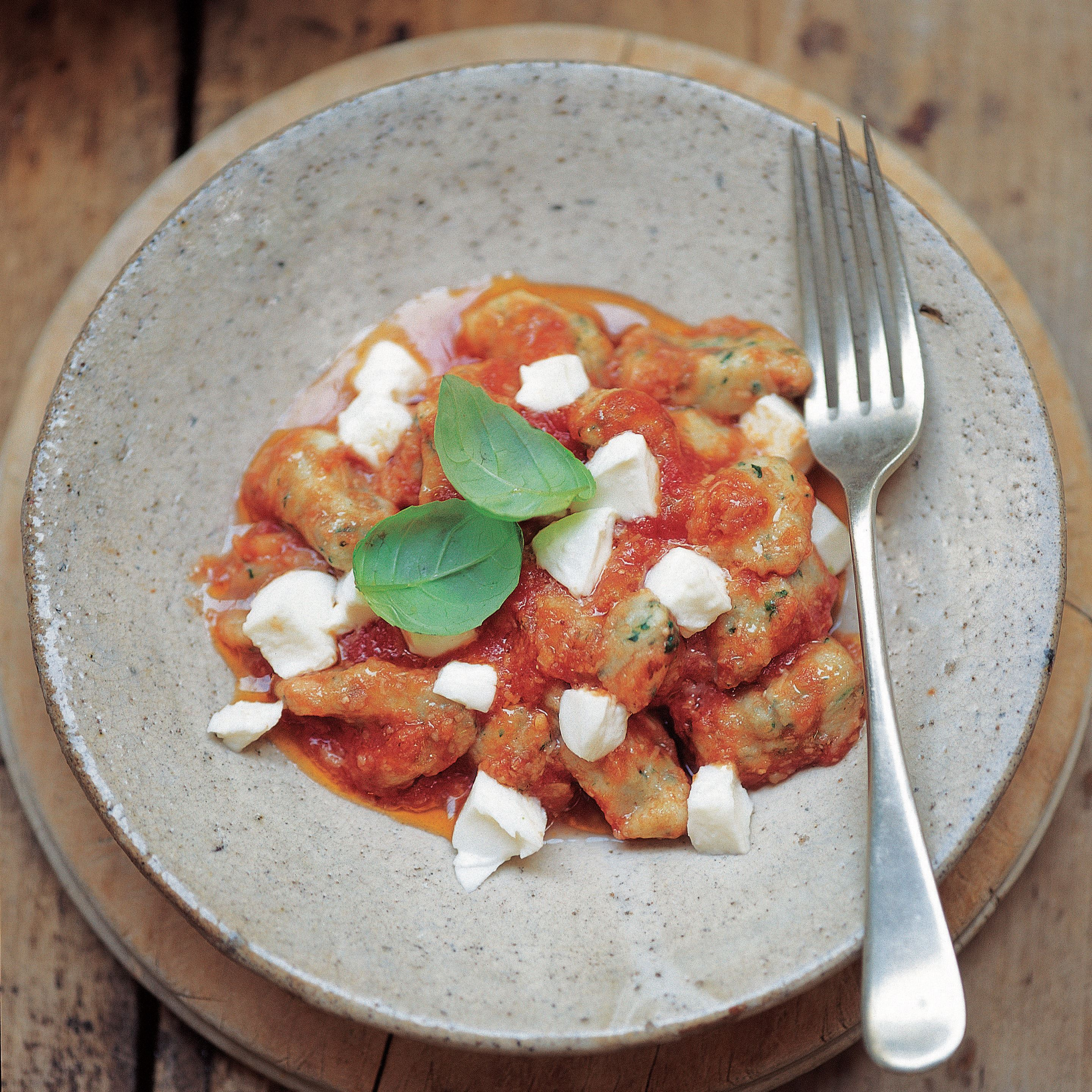 Green gnocchi with tomato and mozzarella