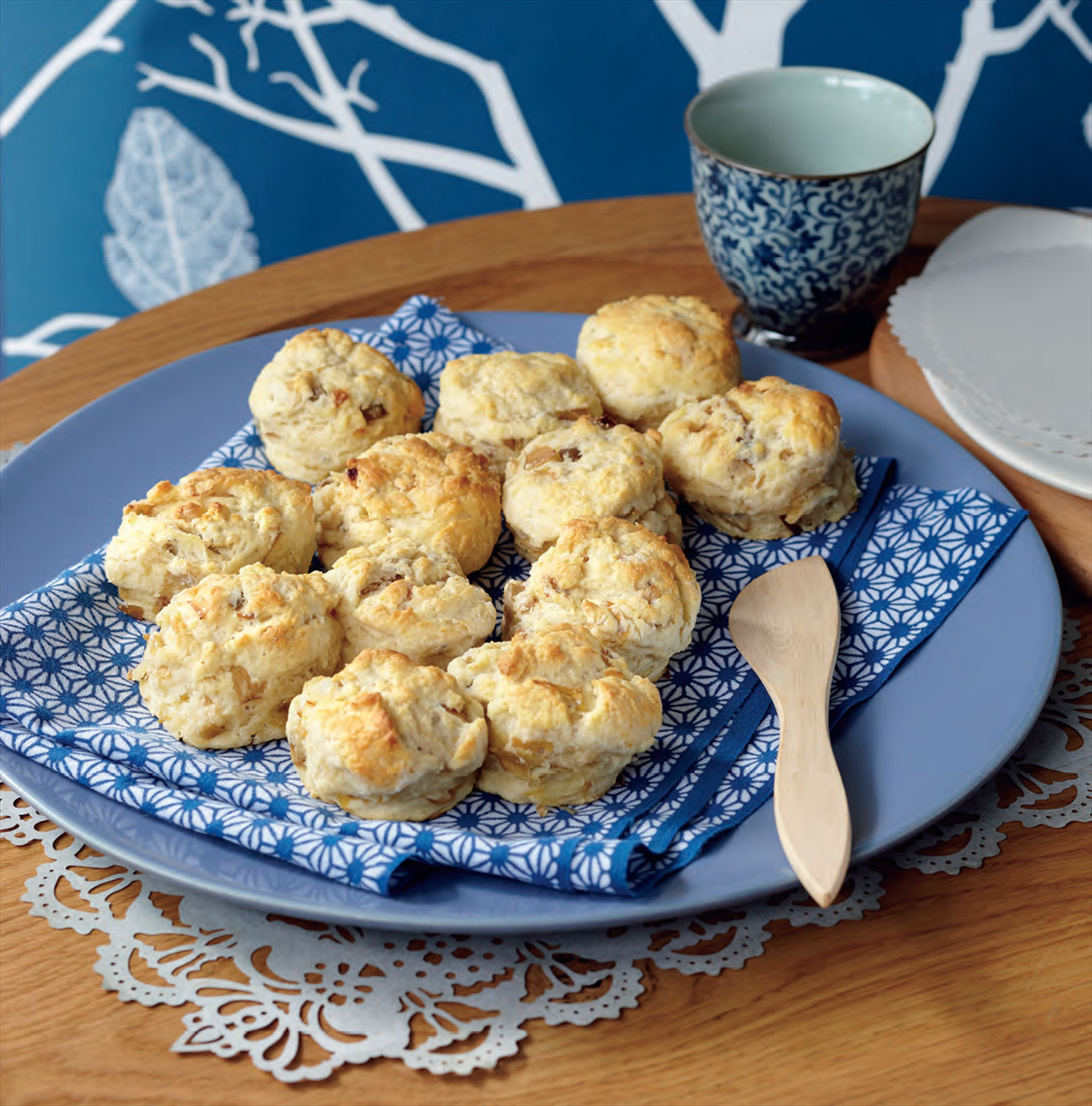 Caramelised leek and artichoke scones