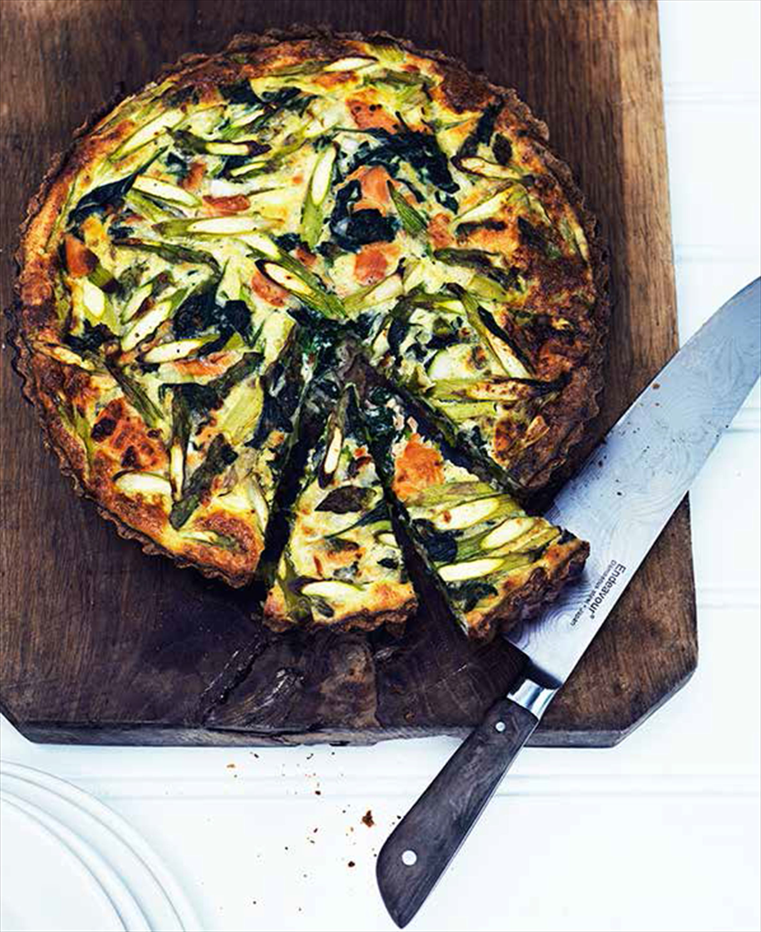 Spelt, smoked salmon and asparagus tart