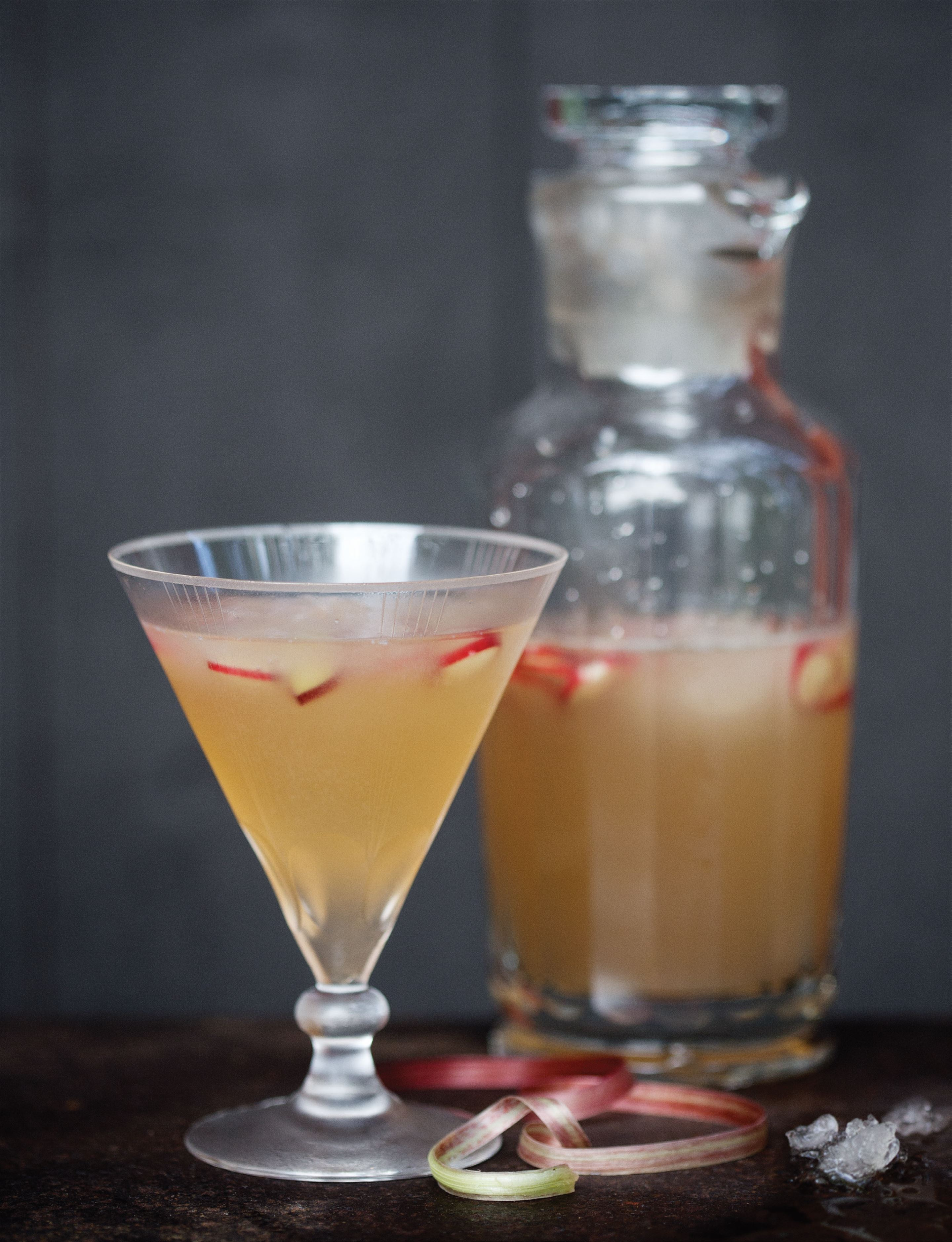 Bubbling kombucha cocktail