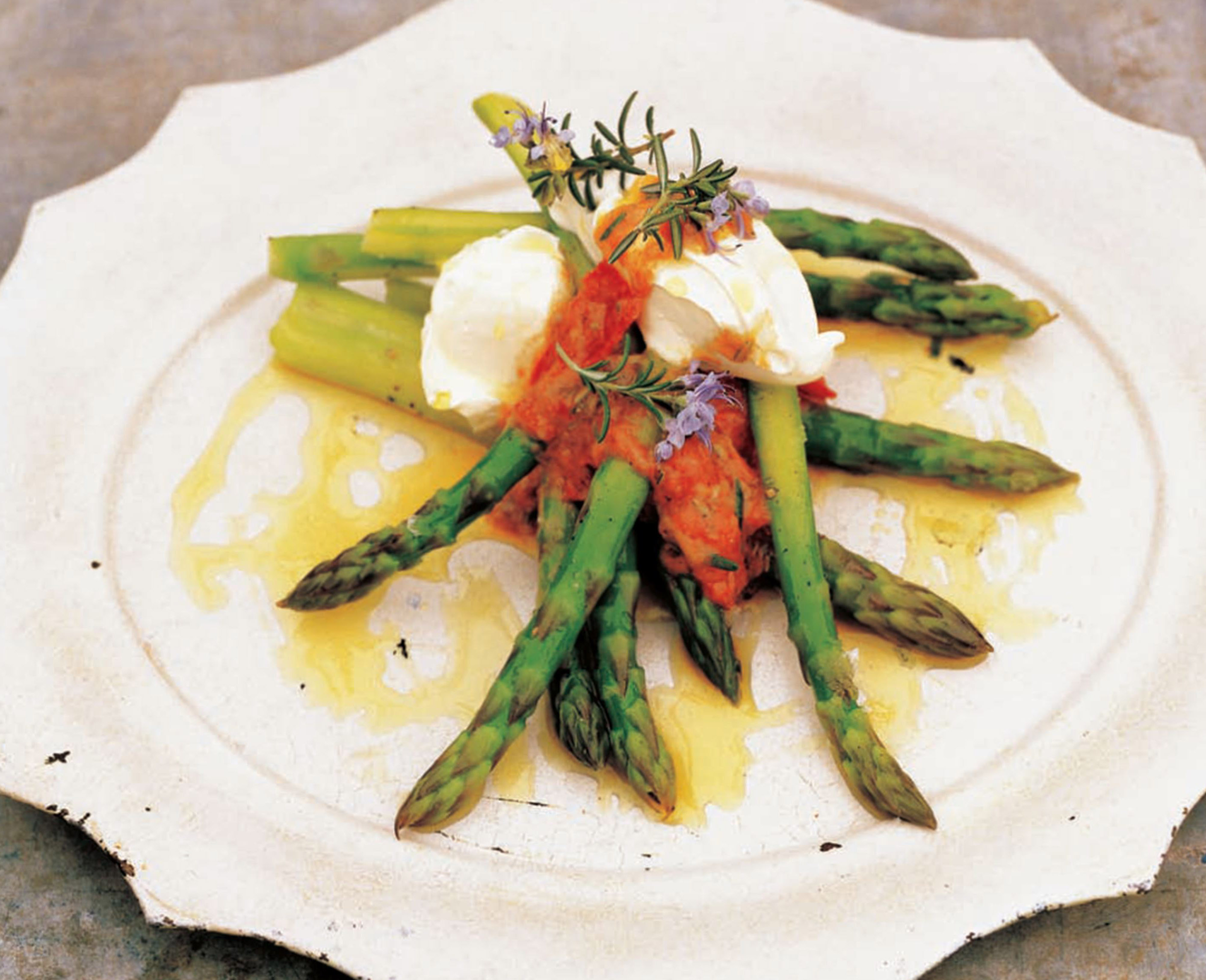 Asparagus with tomato dressing and crème fraîche