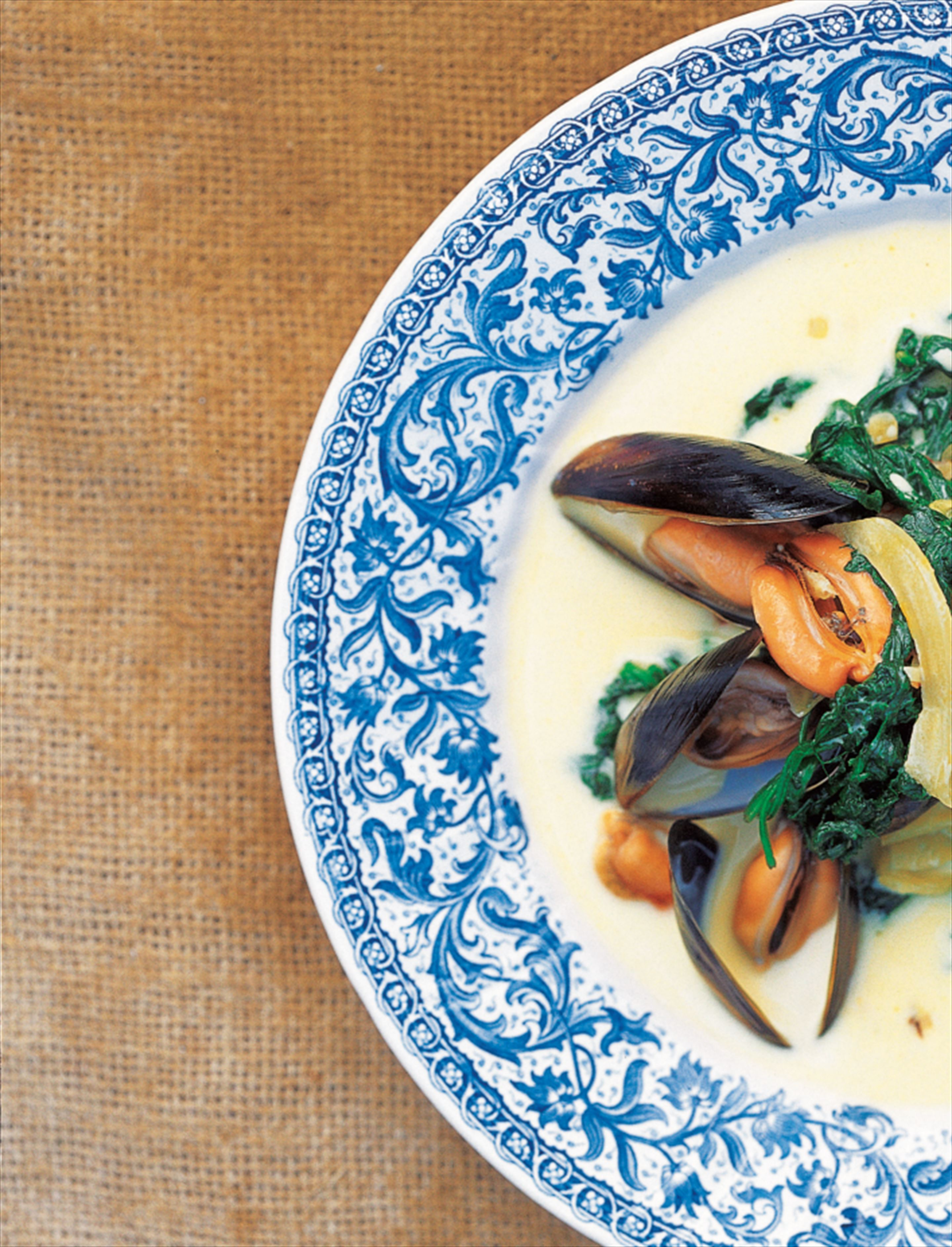 Mussels with fennel, saffron and spinach