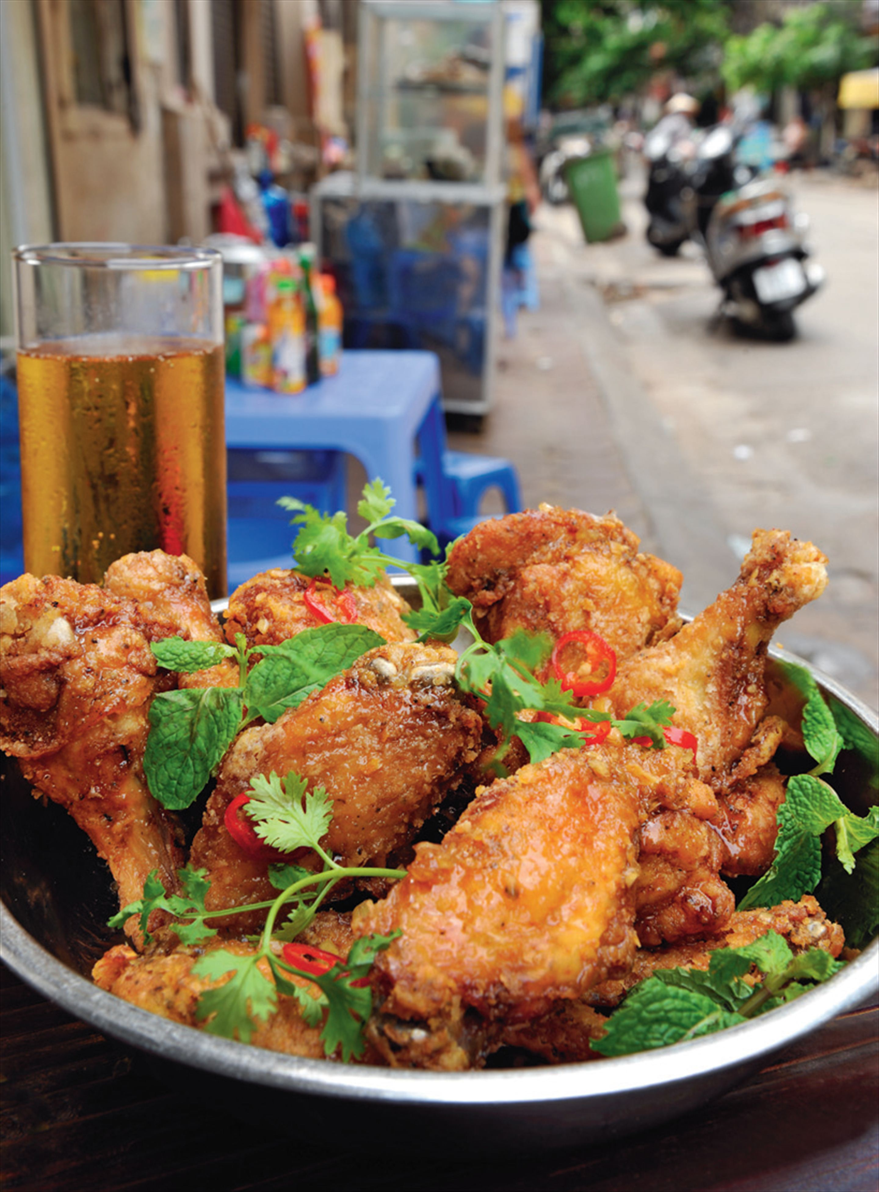 Crispy chicken wings with fish sauce