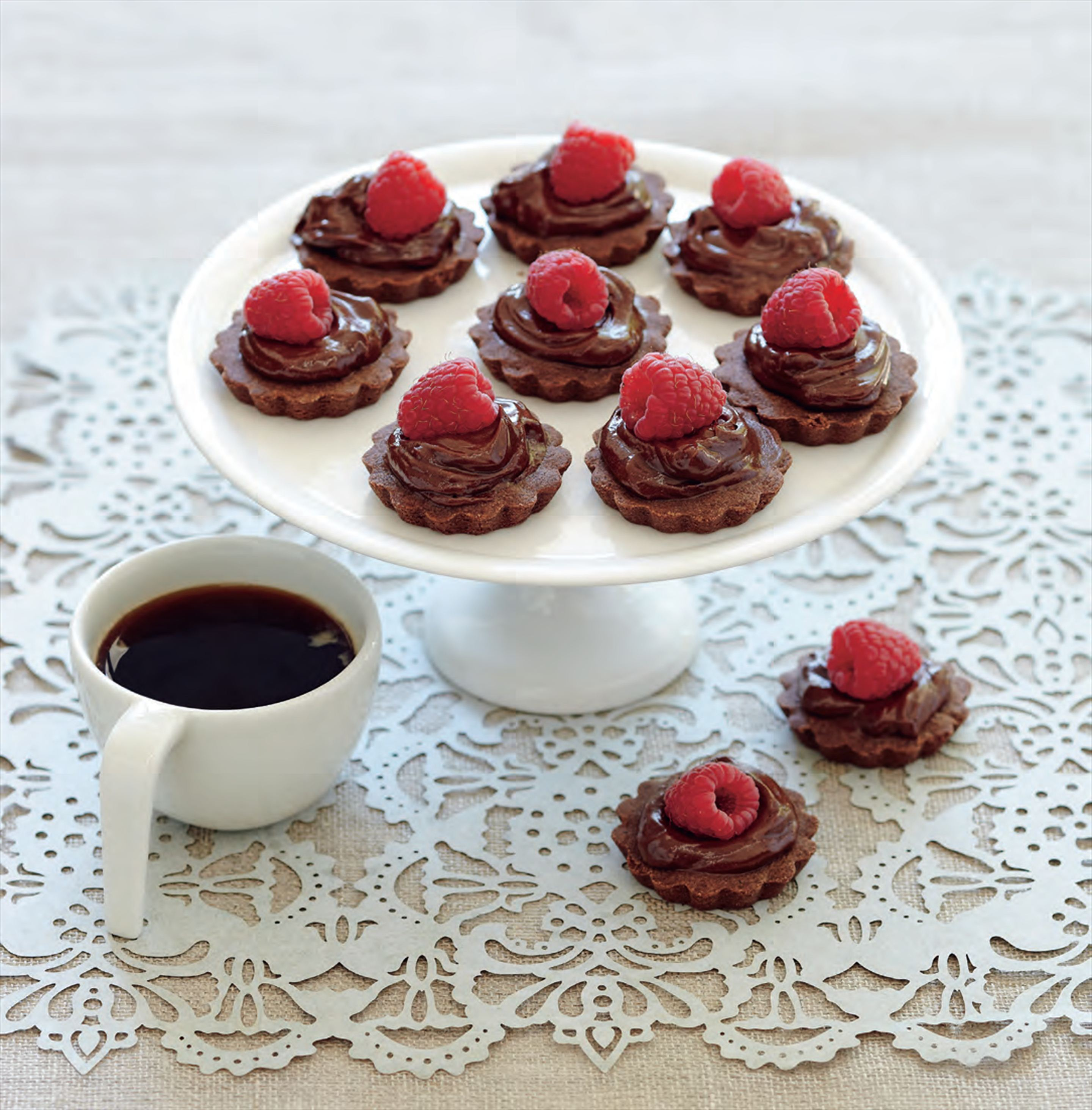 Chocolate tarts with raspberry