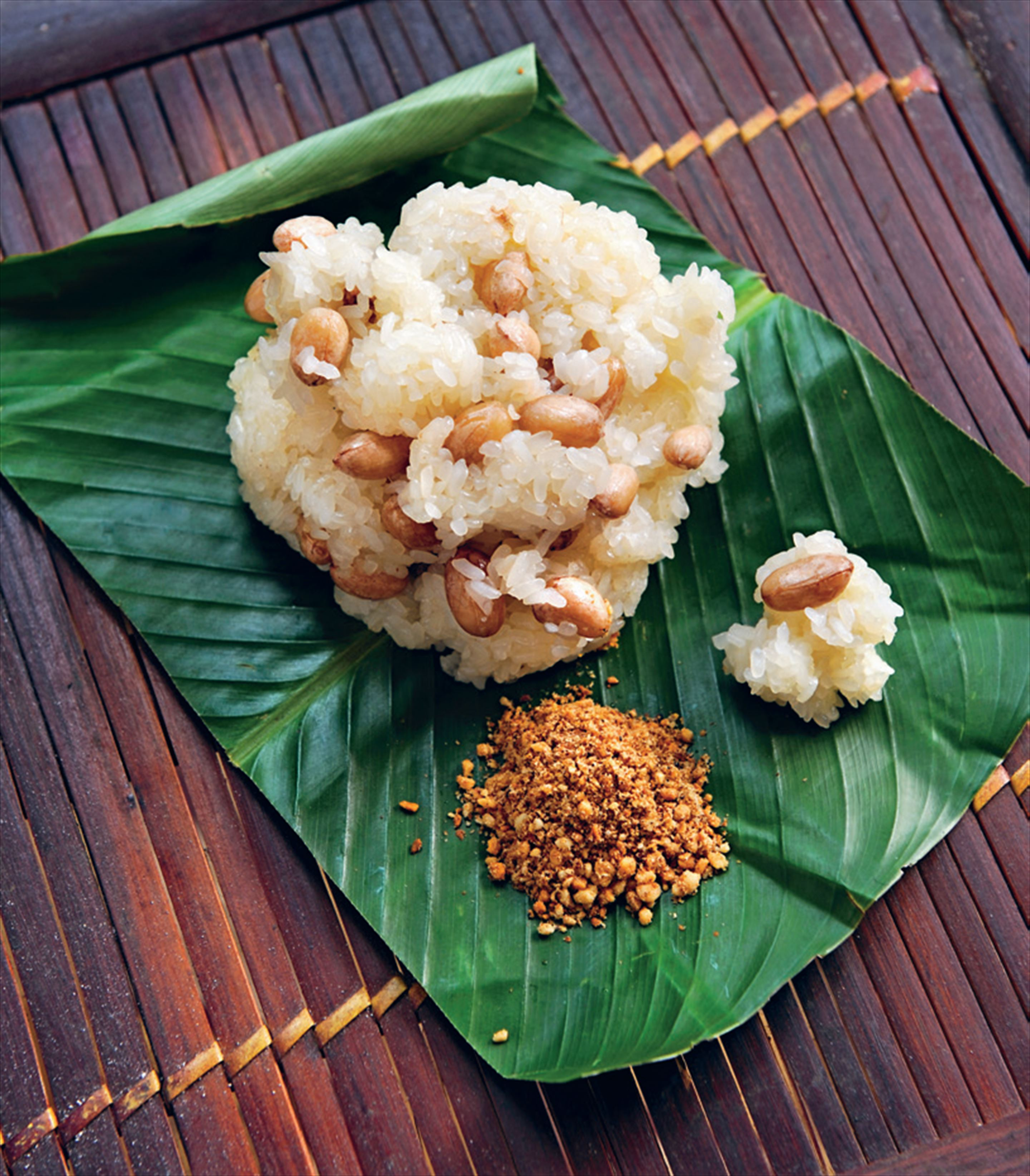 Sticky rice with peanuts