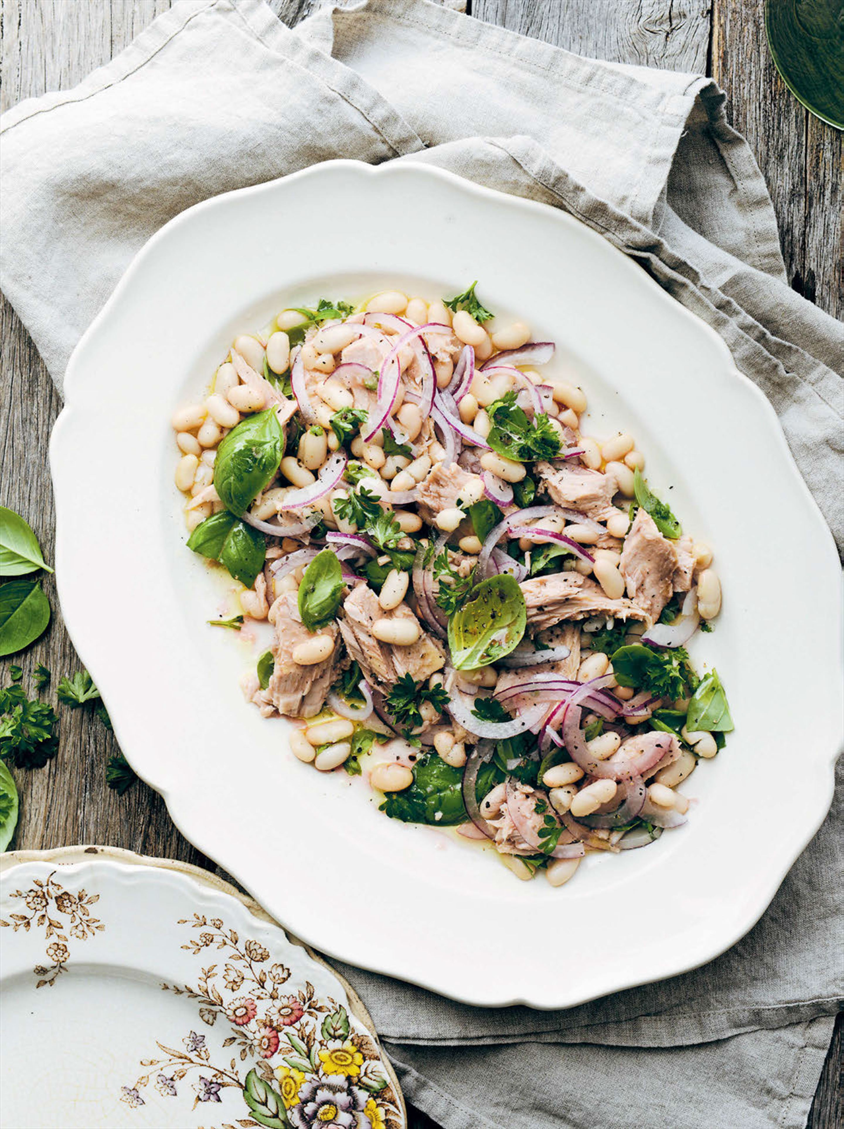 Tuna, bean & onion salad
