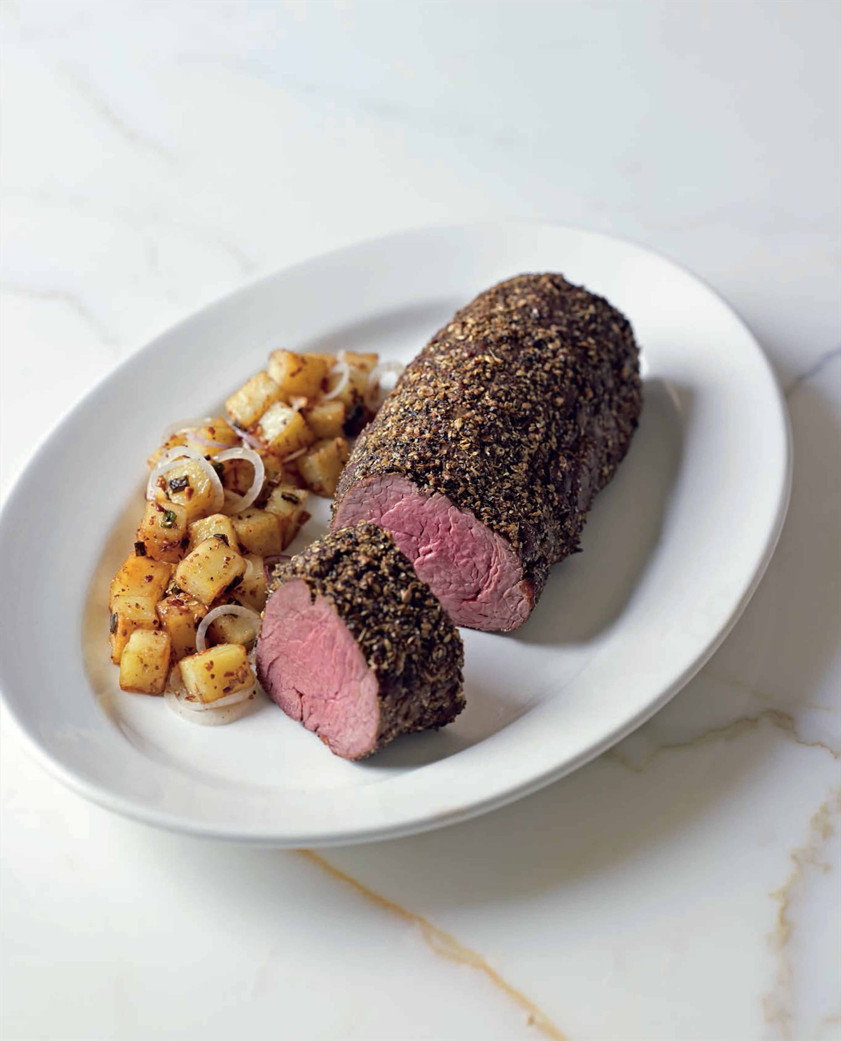 Whole beef fillet in coriander–peppercorn rub
