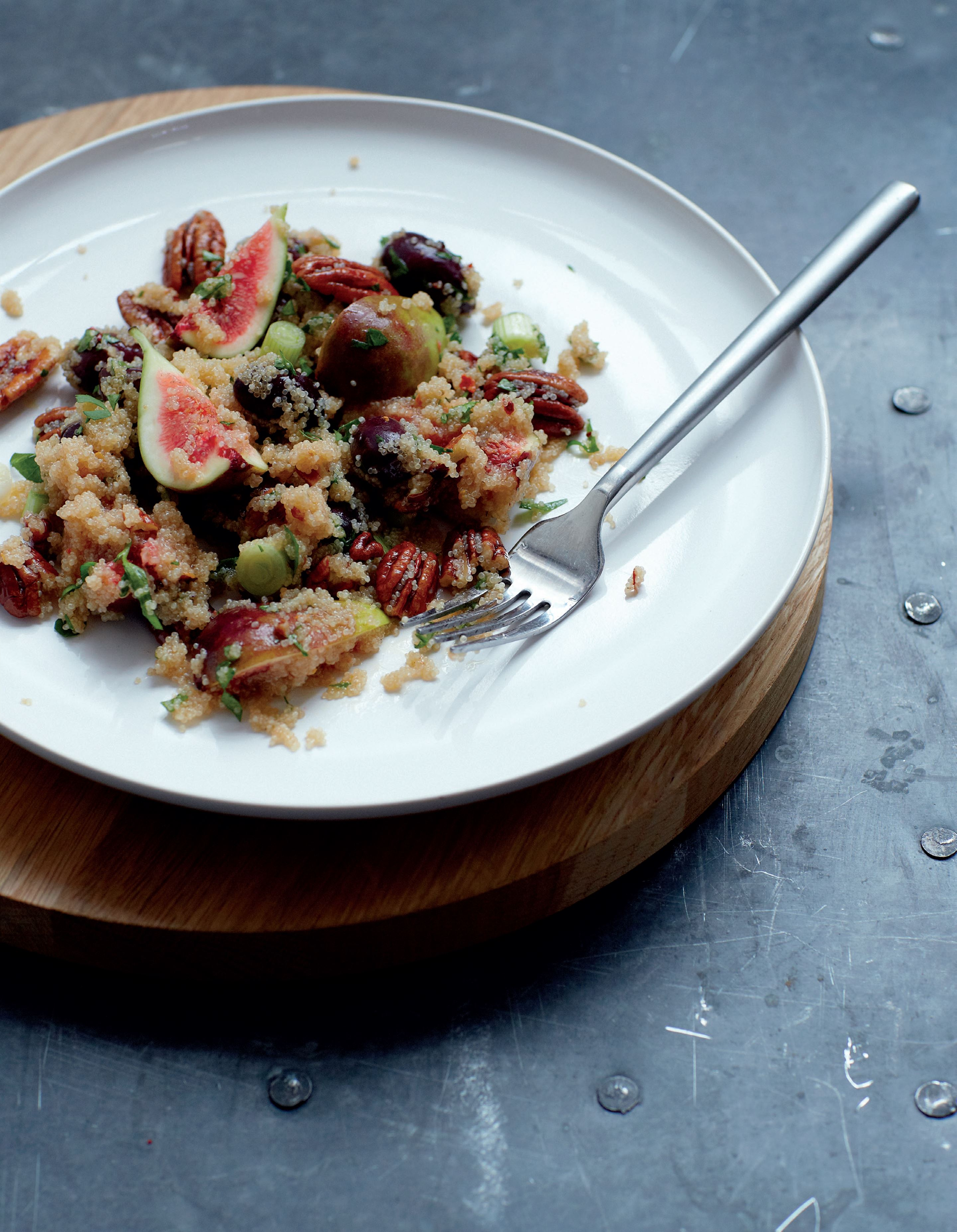 Amaranth, olive and fig salad