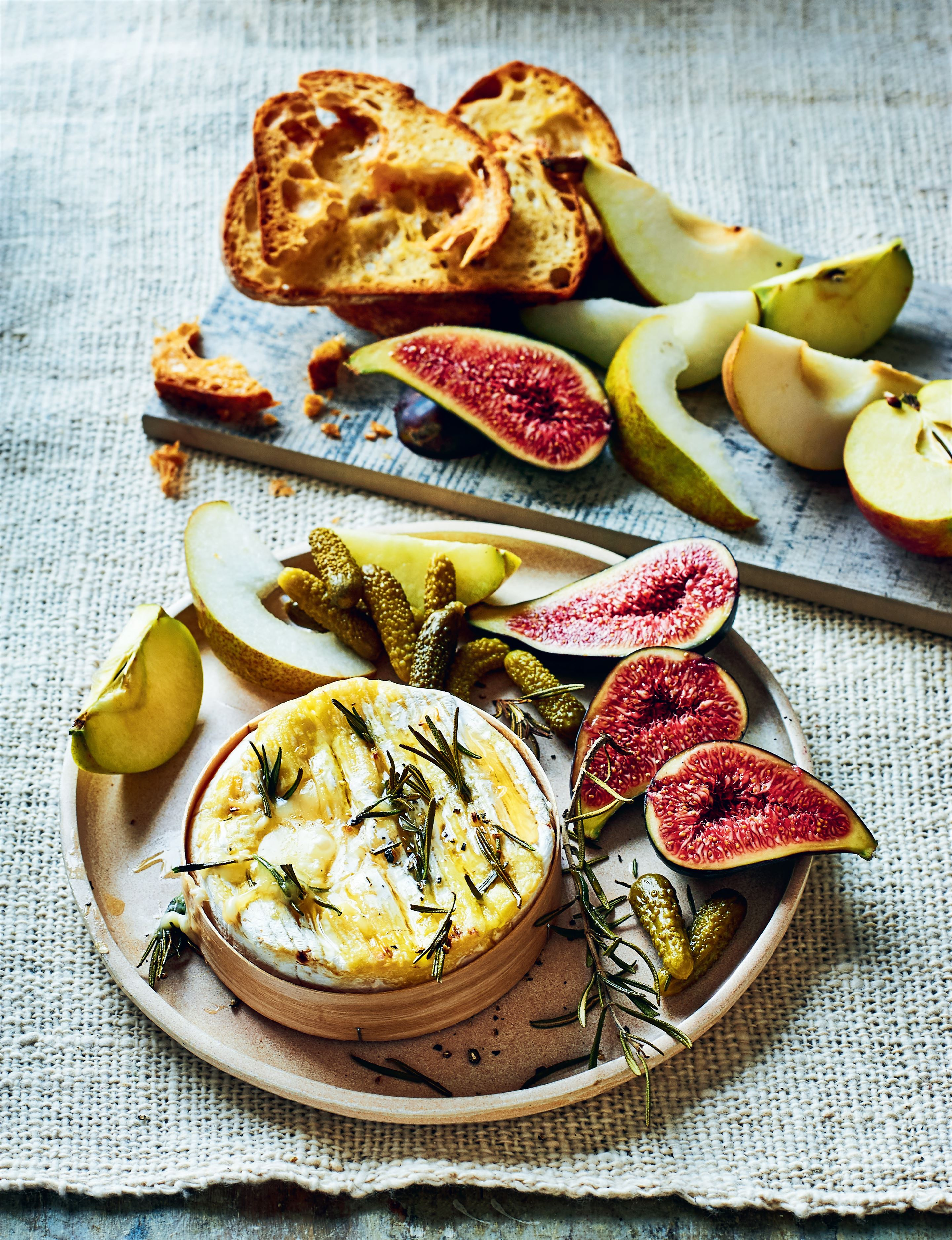 Baked whole camembert with rosemary, honey and garlic toast