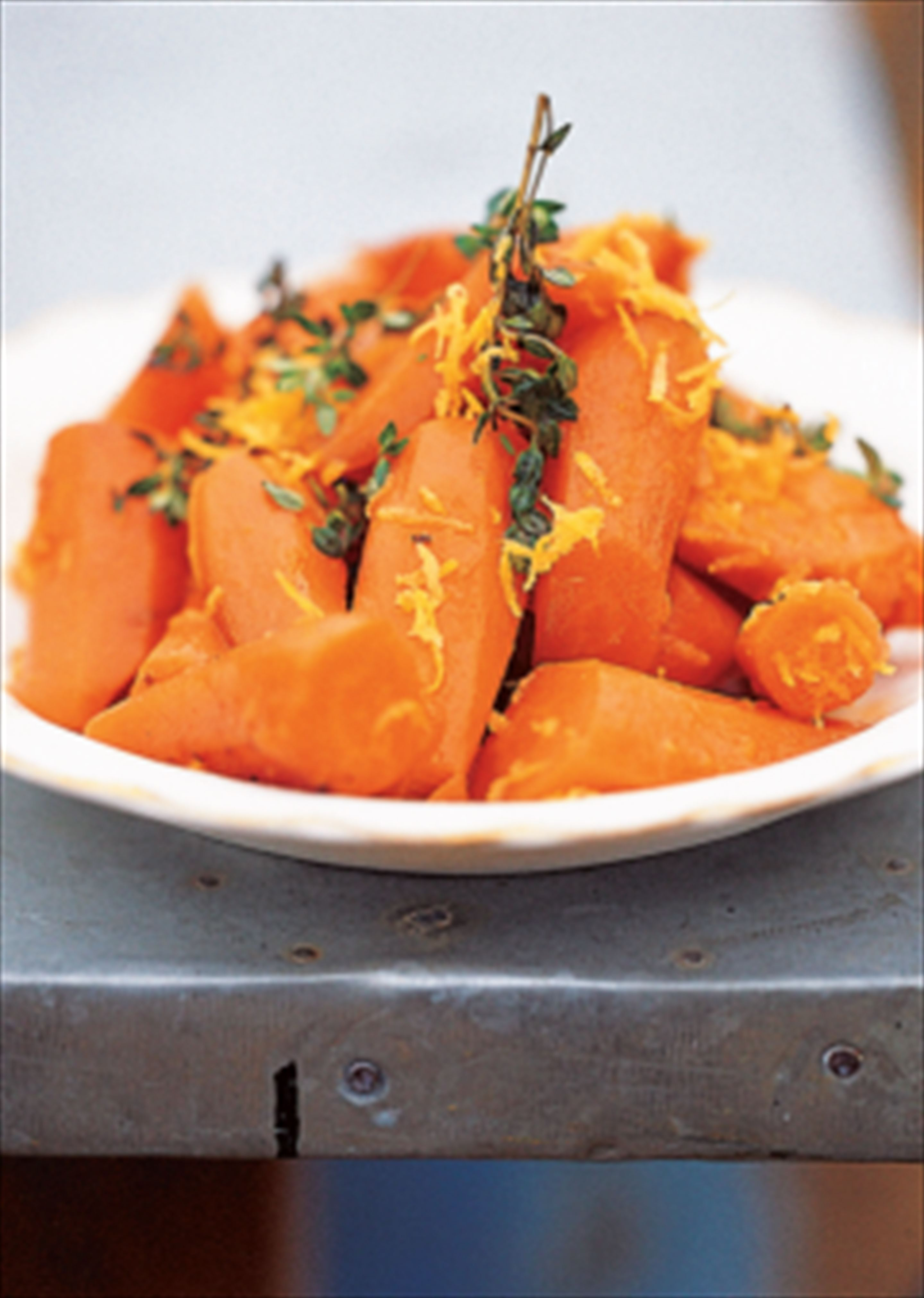 Carrots with honey, lemon zest and thyme