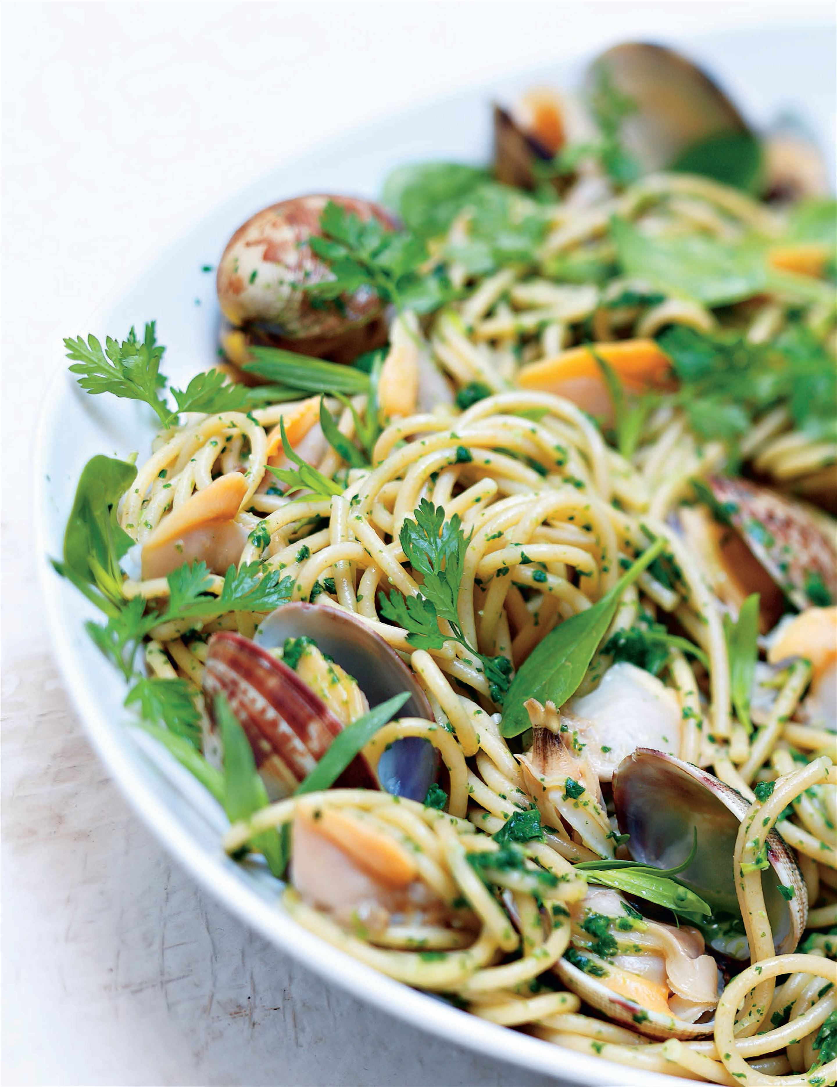 Wholemeal spaghetti with clams in a herby marinière sauce