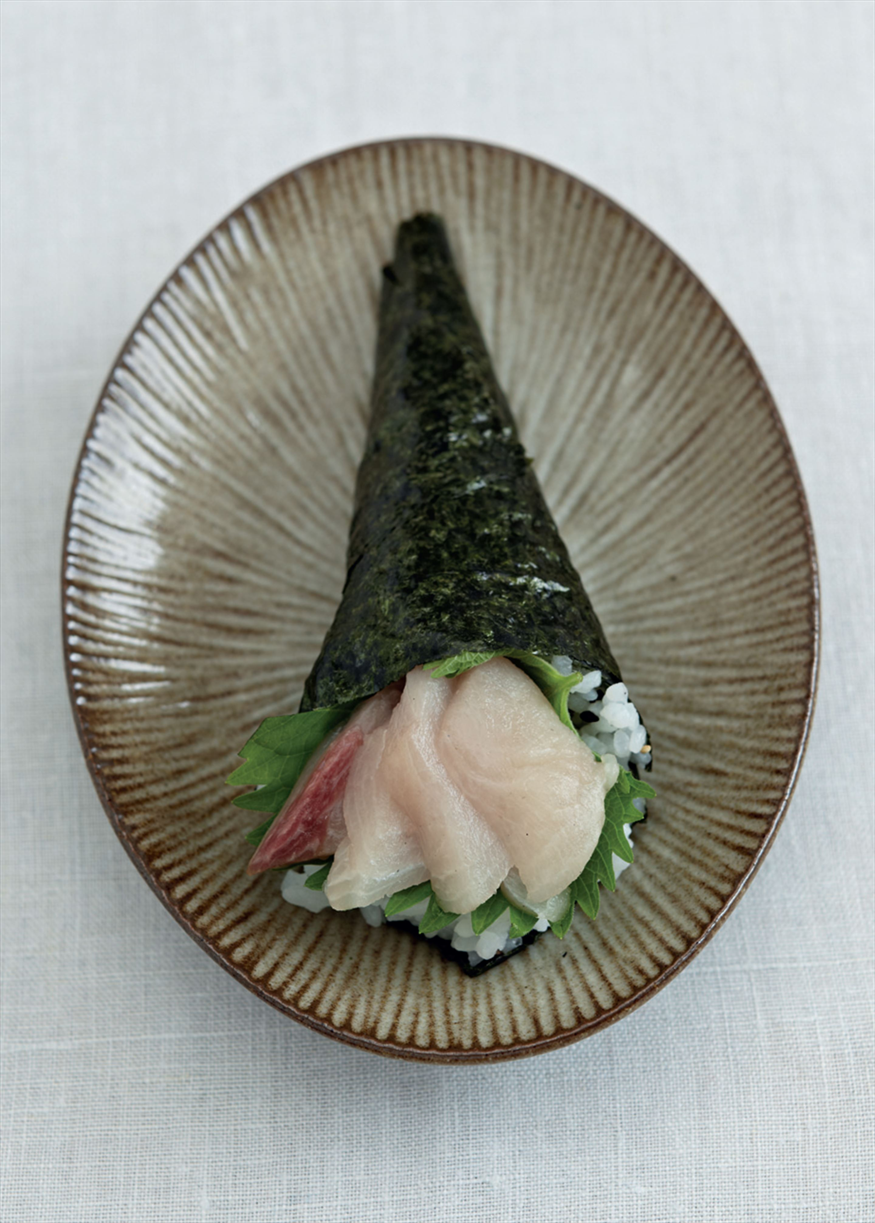 Suzu yellowtail hand roll