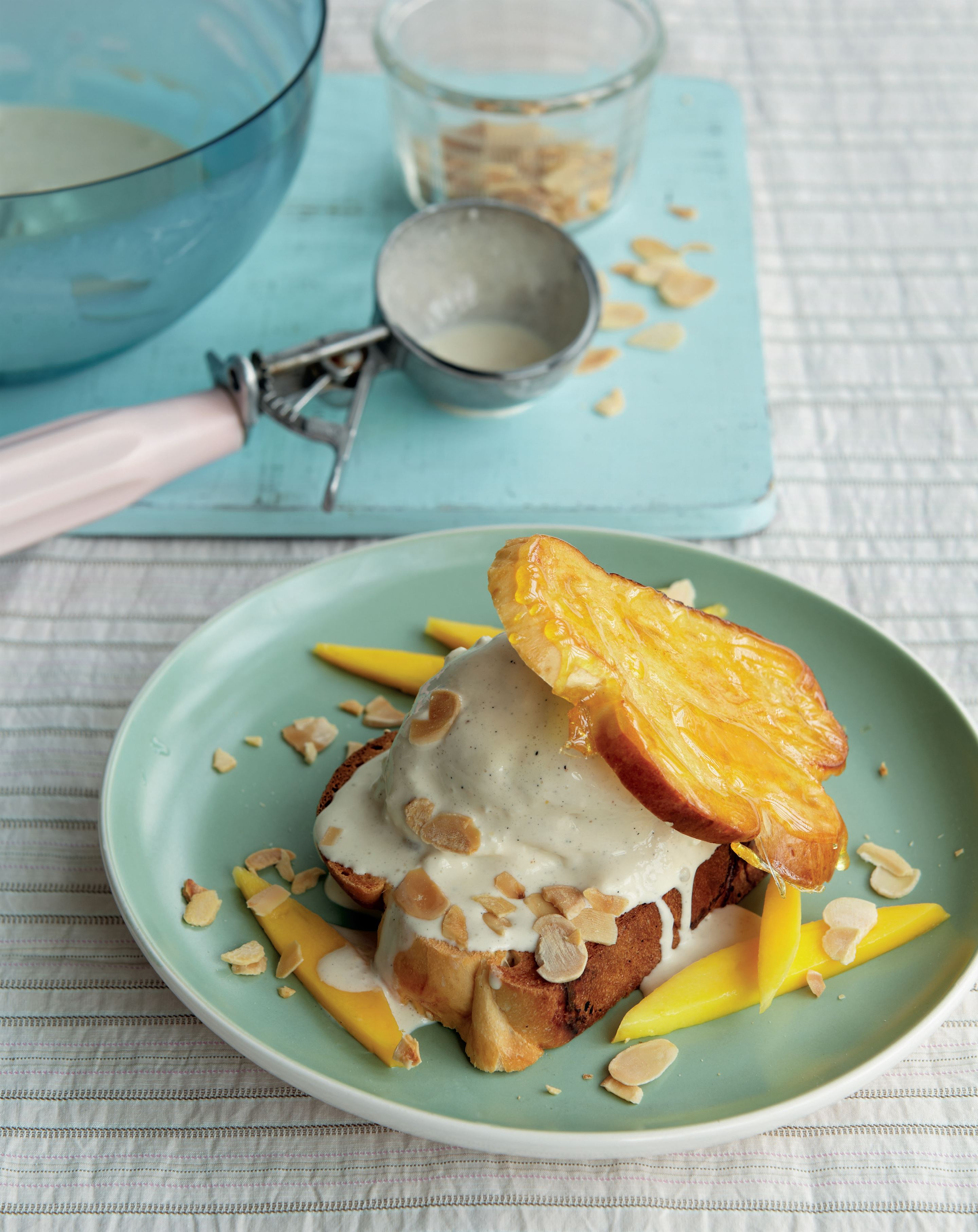 Indian brioche pudding with mangoes