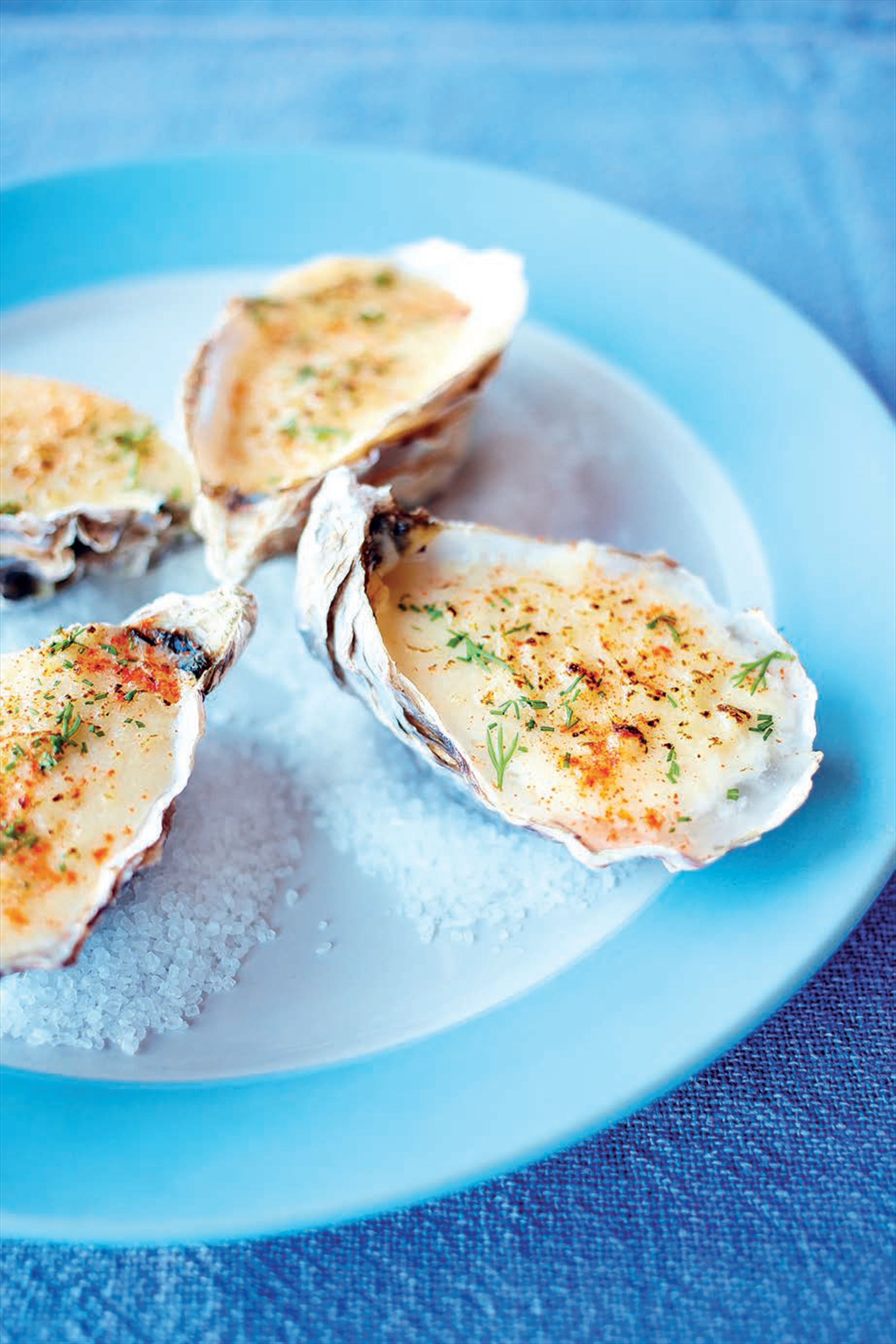 Oysters with smoked hollandaise sauce