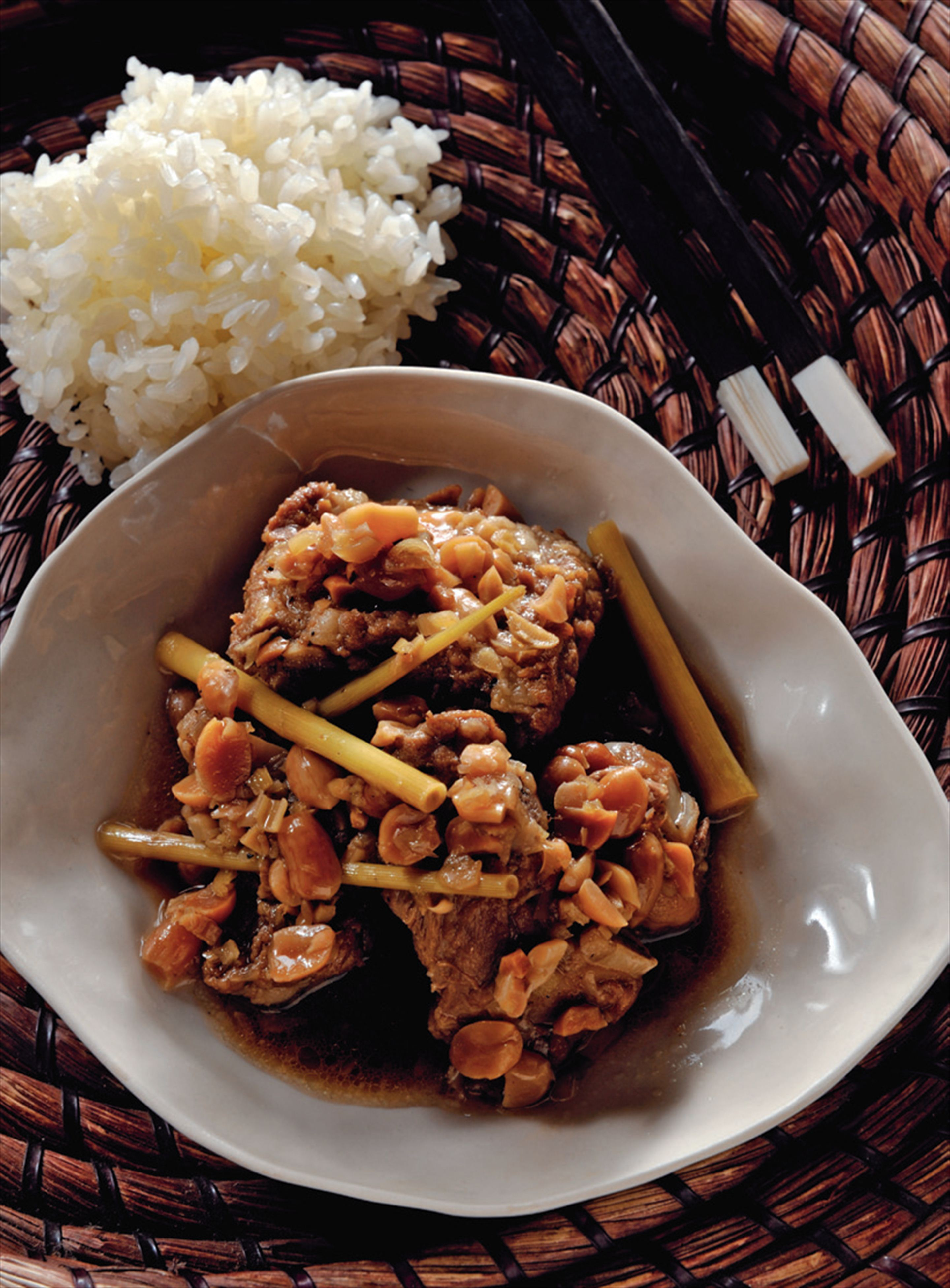 Pork ribs braised with peanuts and lemongrass
