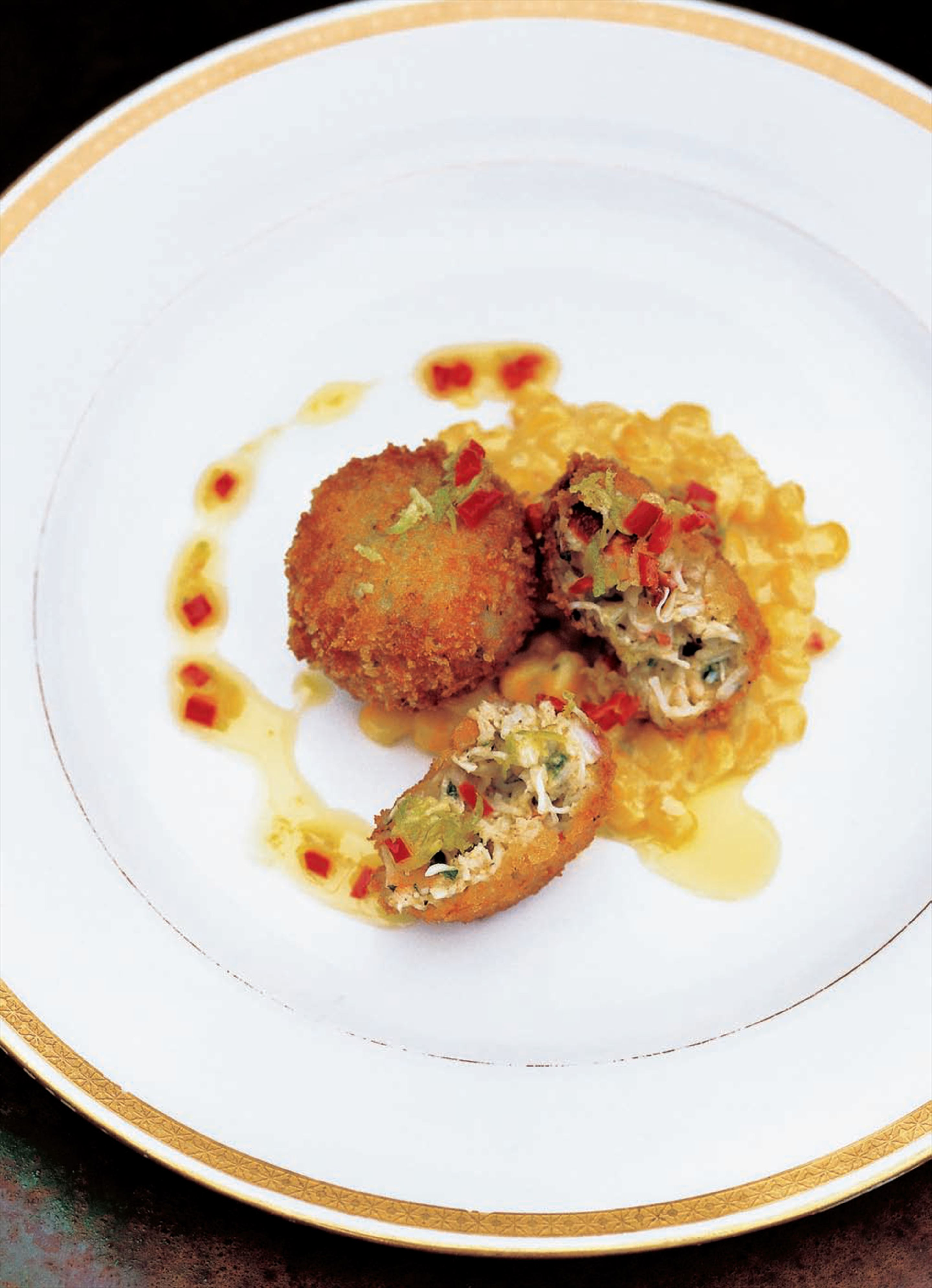 Crab cakes with corn purée and chilli oil