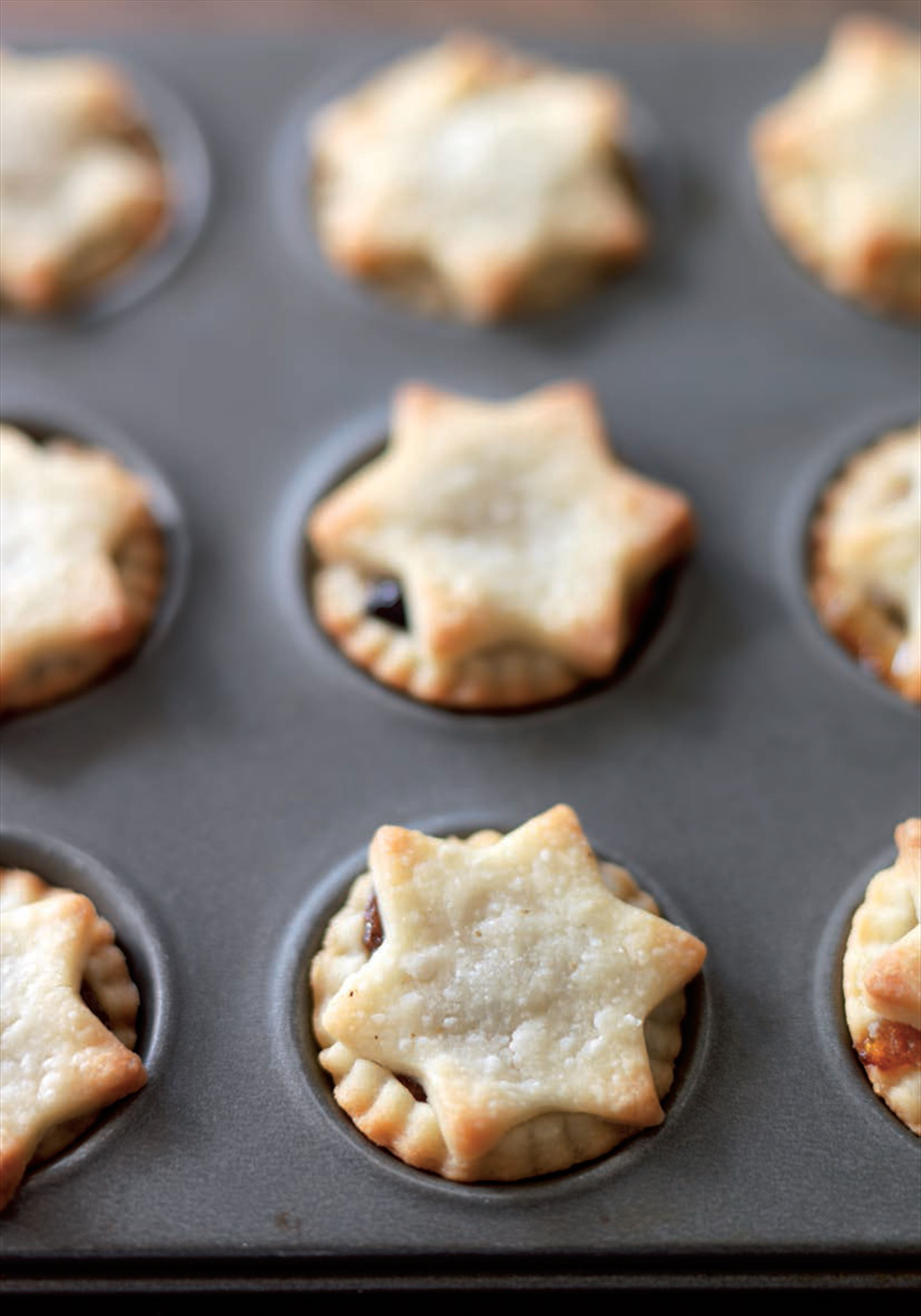 Mince pies with brandy cream