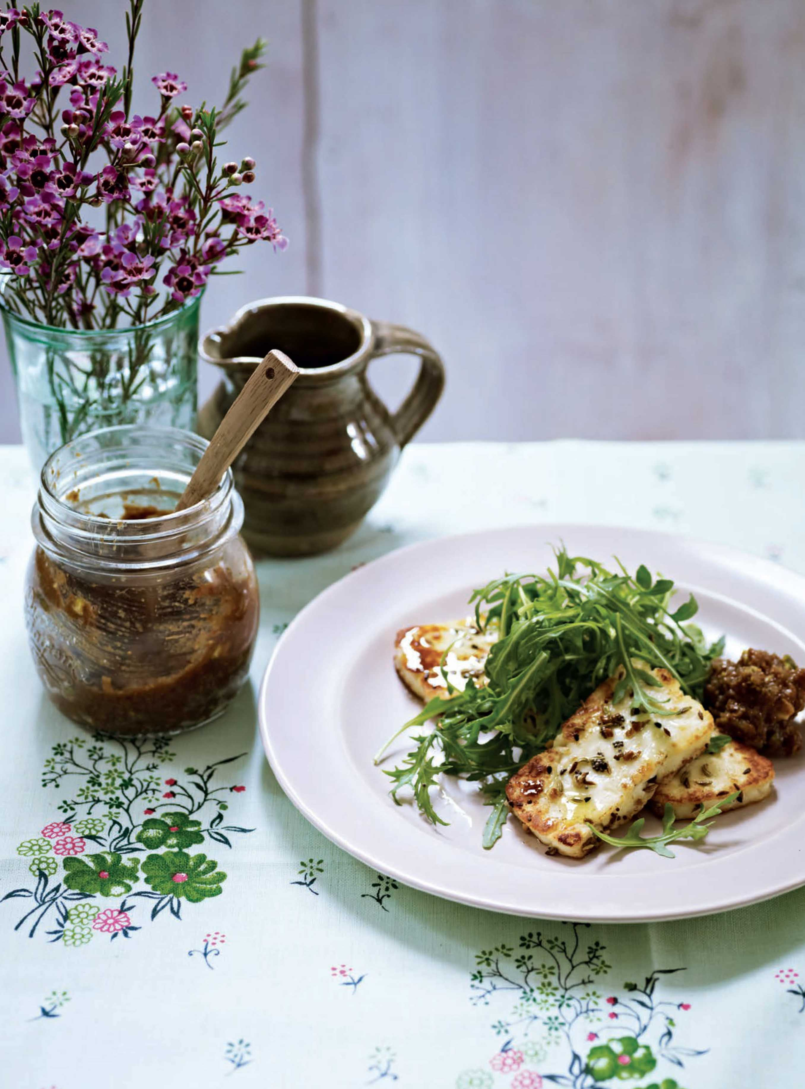 Spice-crusted halloumi with fig and pistachio chutney