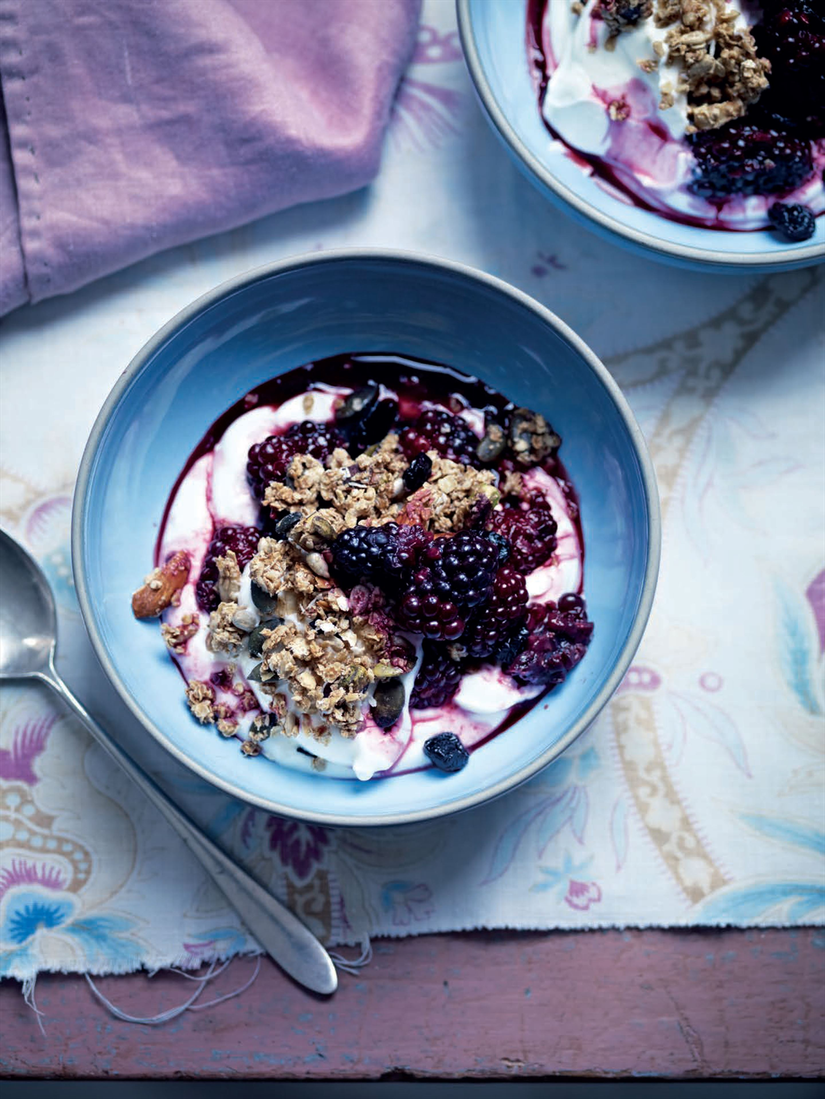 Blackberry-violet compote and easy granola