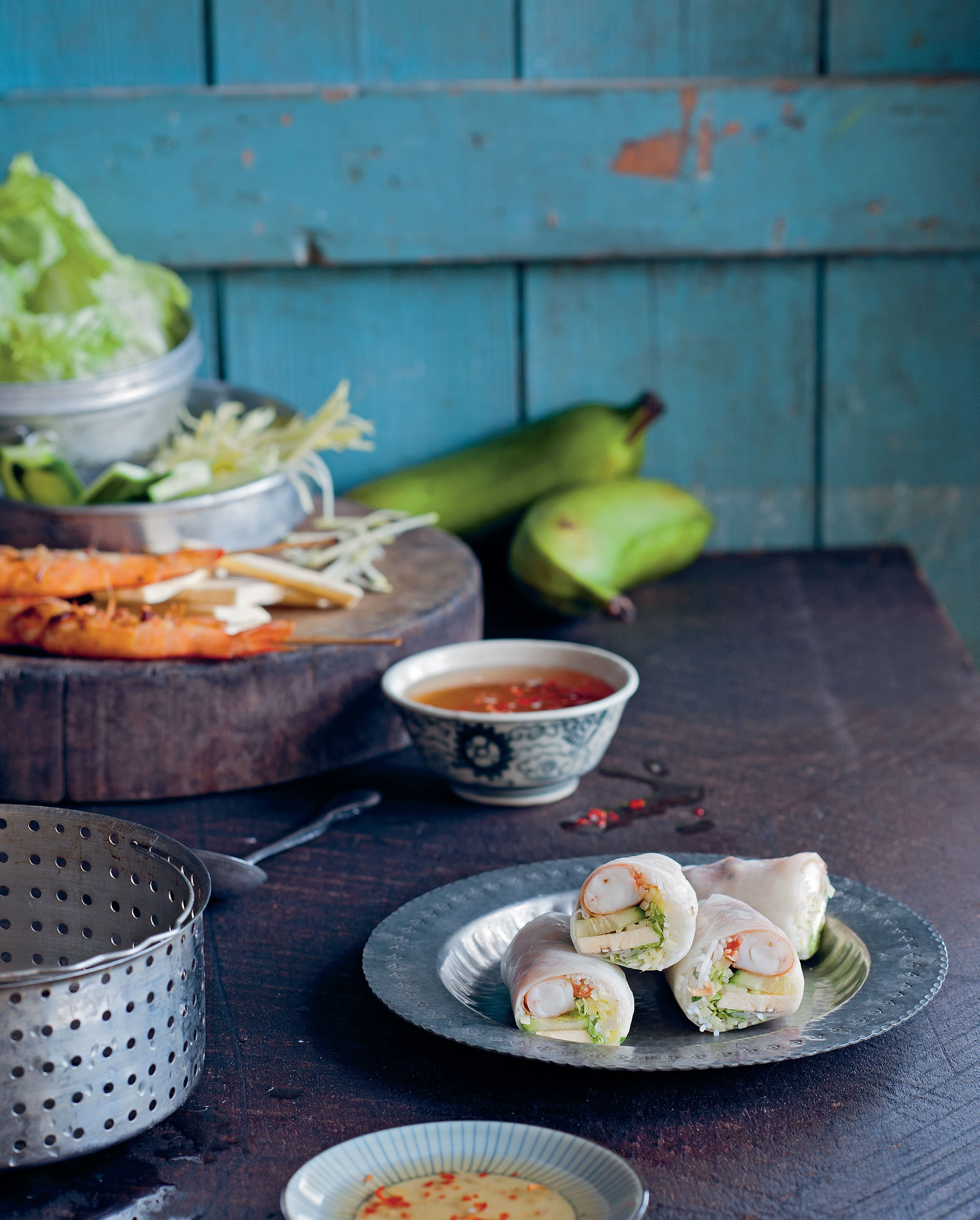 Chargrilled prawns and green mango rice paper rolls