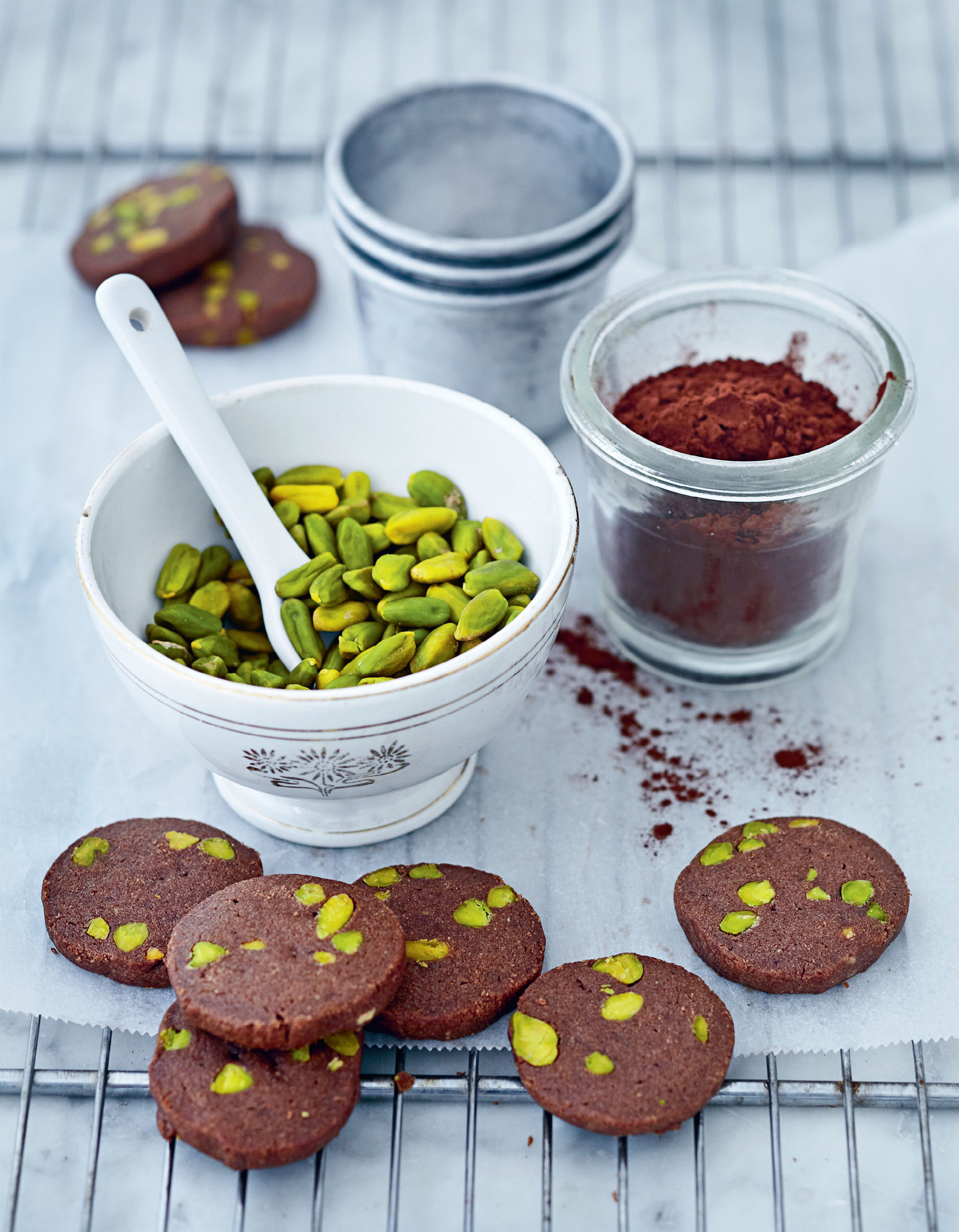 Chocolate–pistachio biscuits
