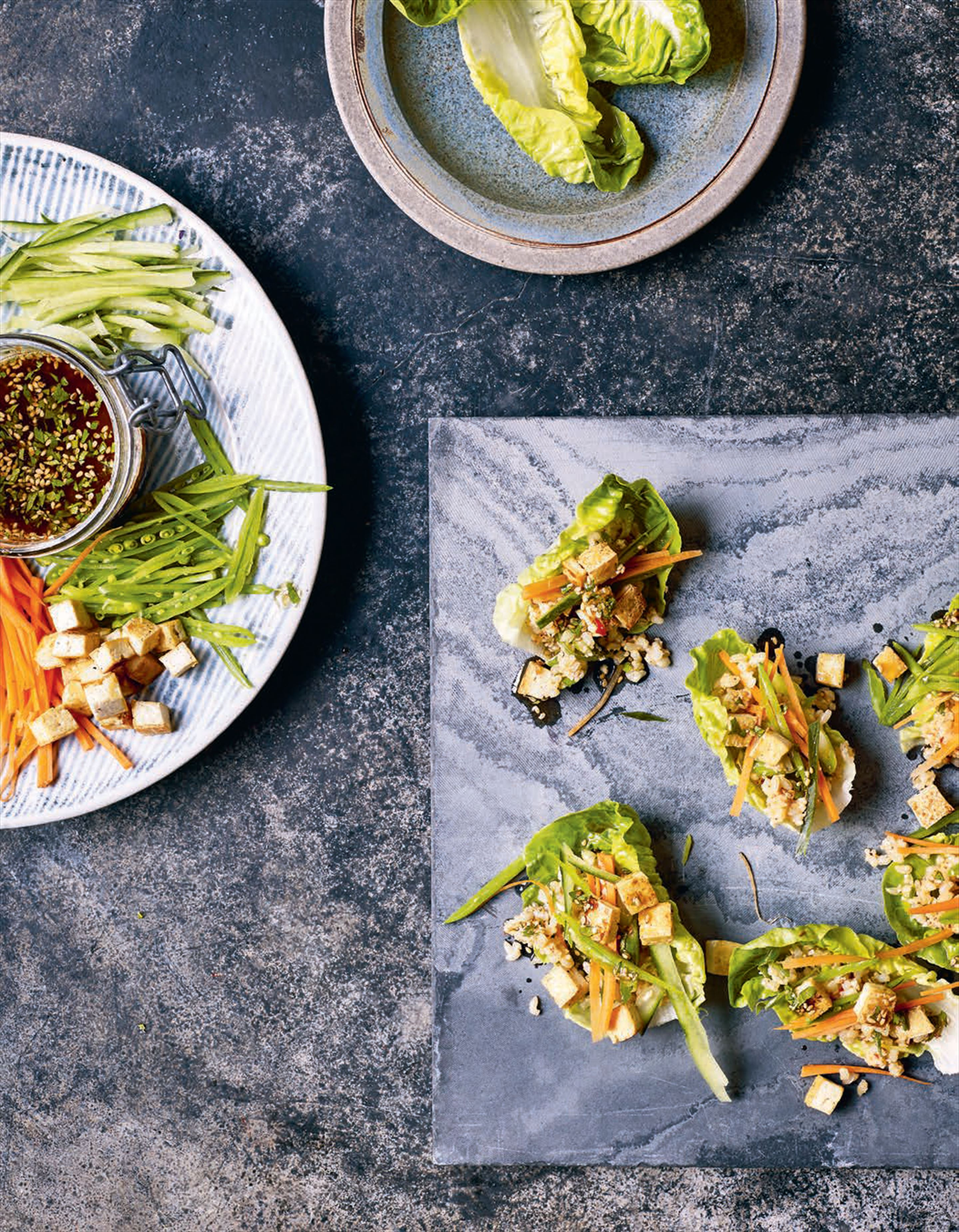 Lettuce cups with sticky brown rice and vegetable crudités