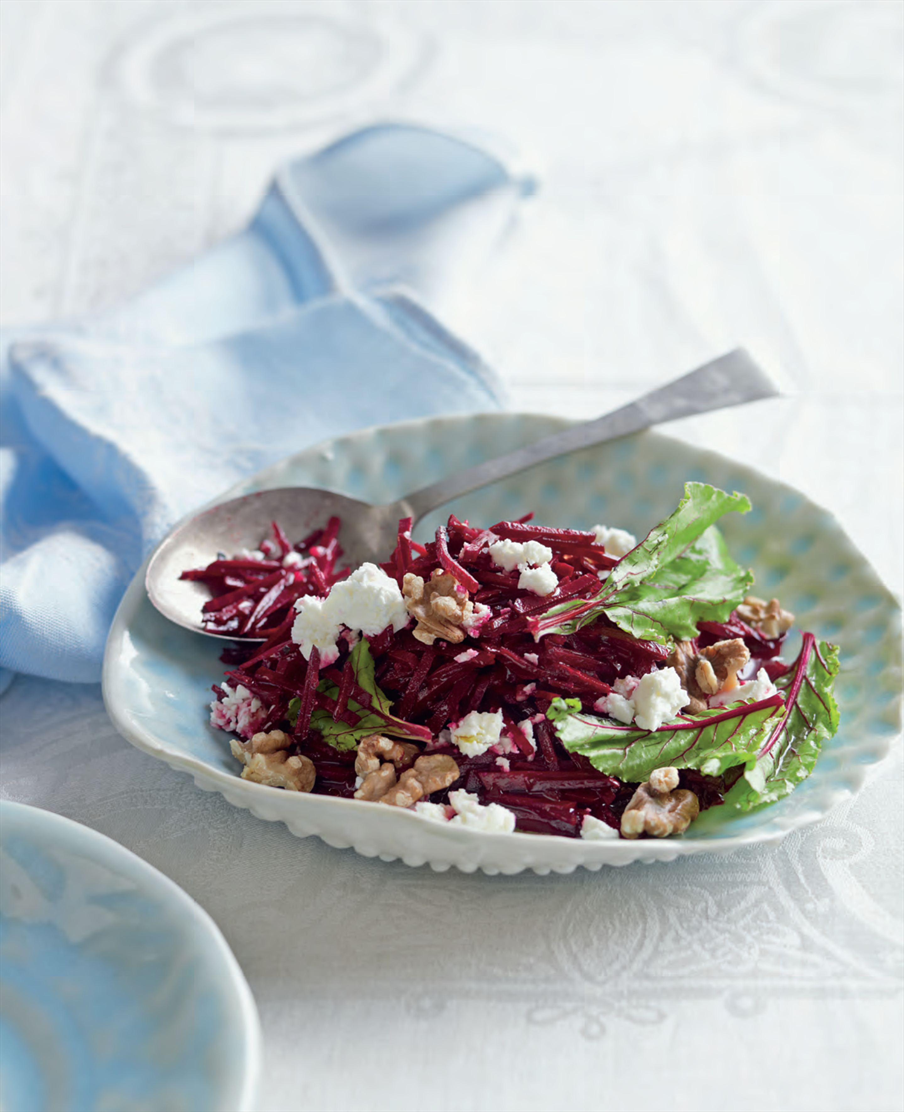 Salad of beetroot, feta and walnuts