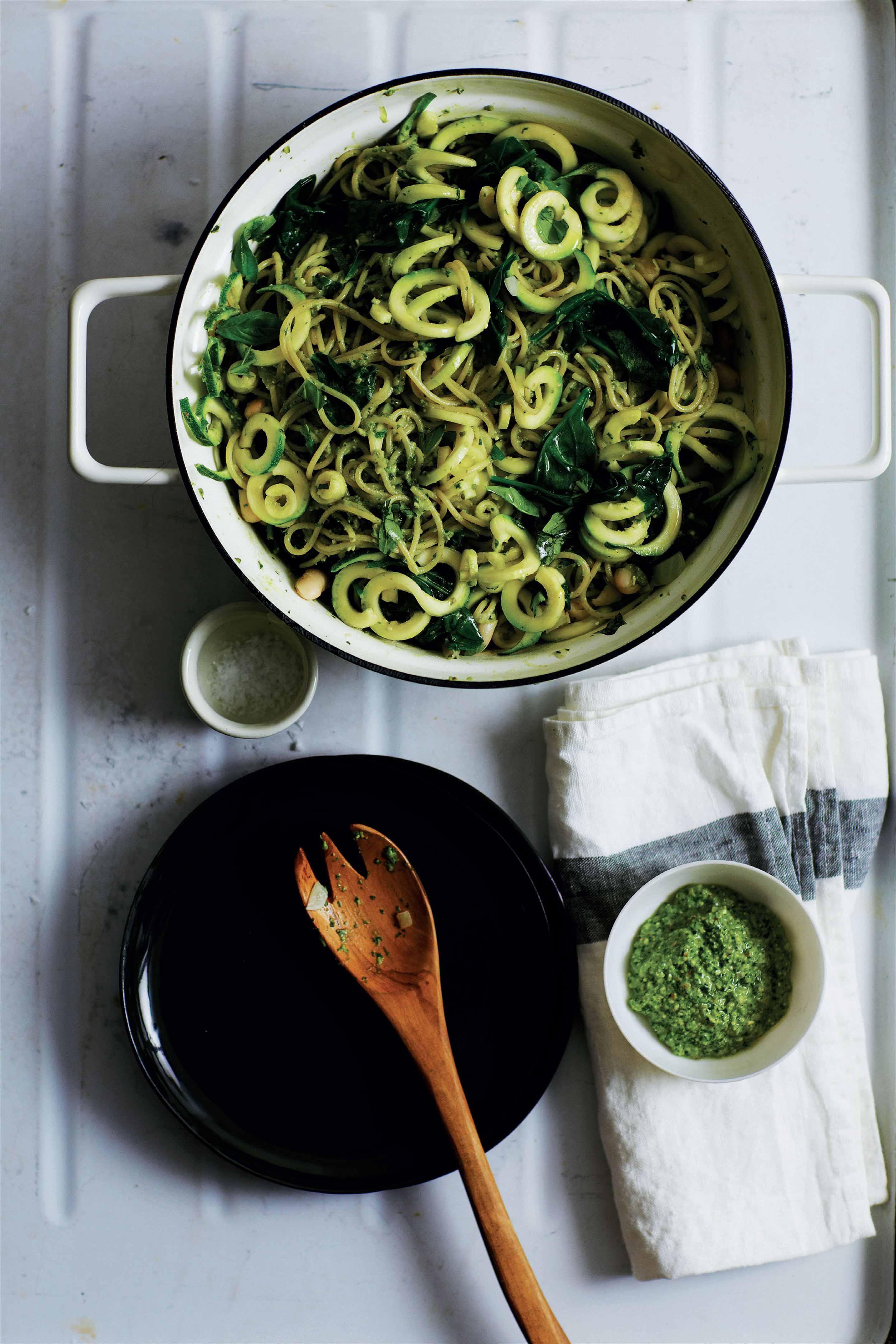 Courgetti spaghetti with white beans and chia pesto