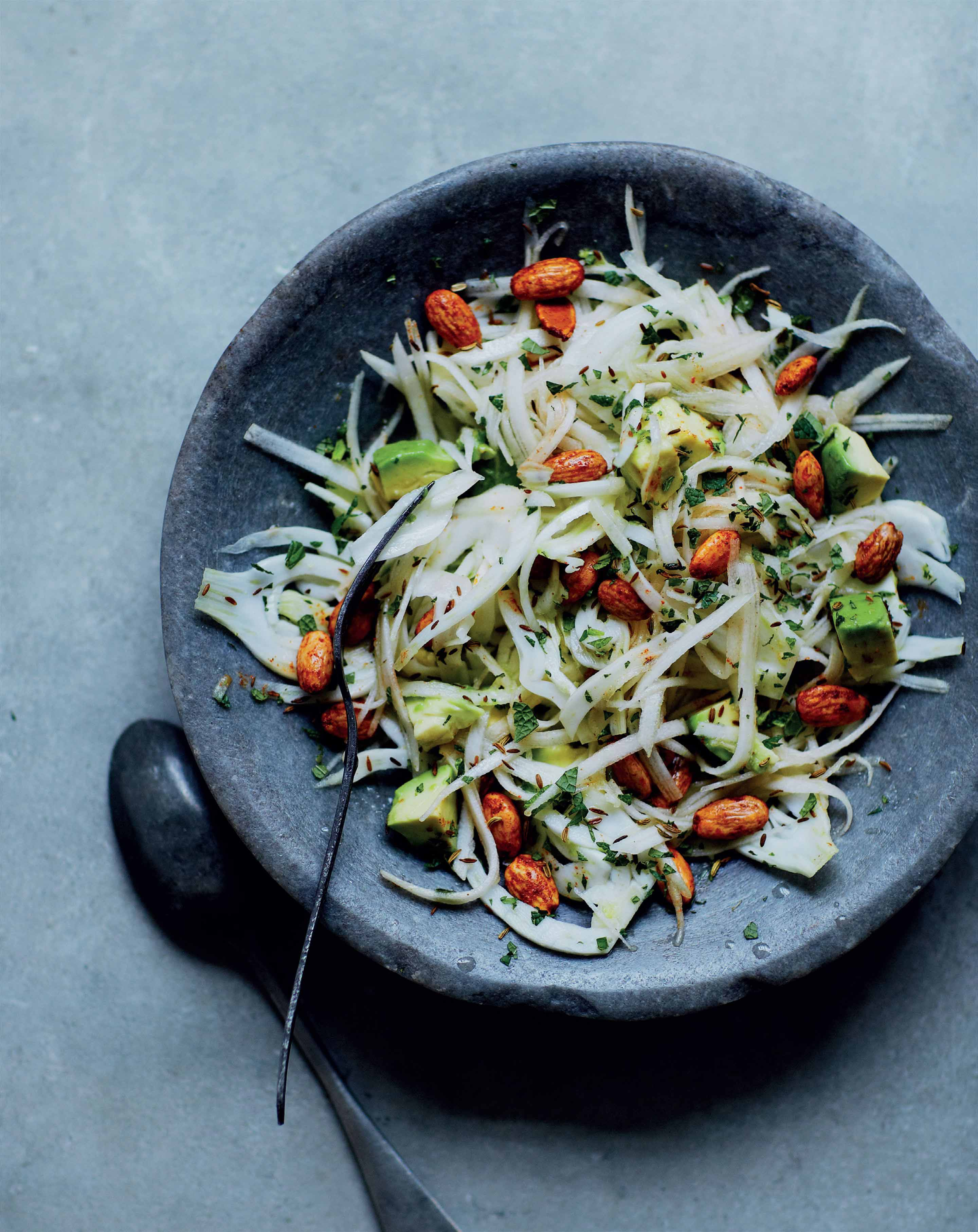 Fennel and pear salad with spicy almonds and avocado
