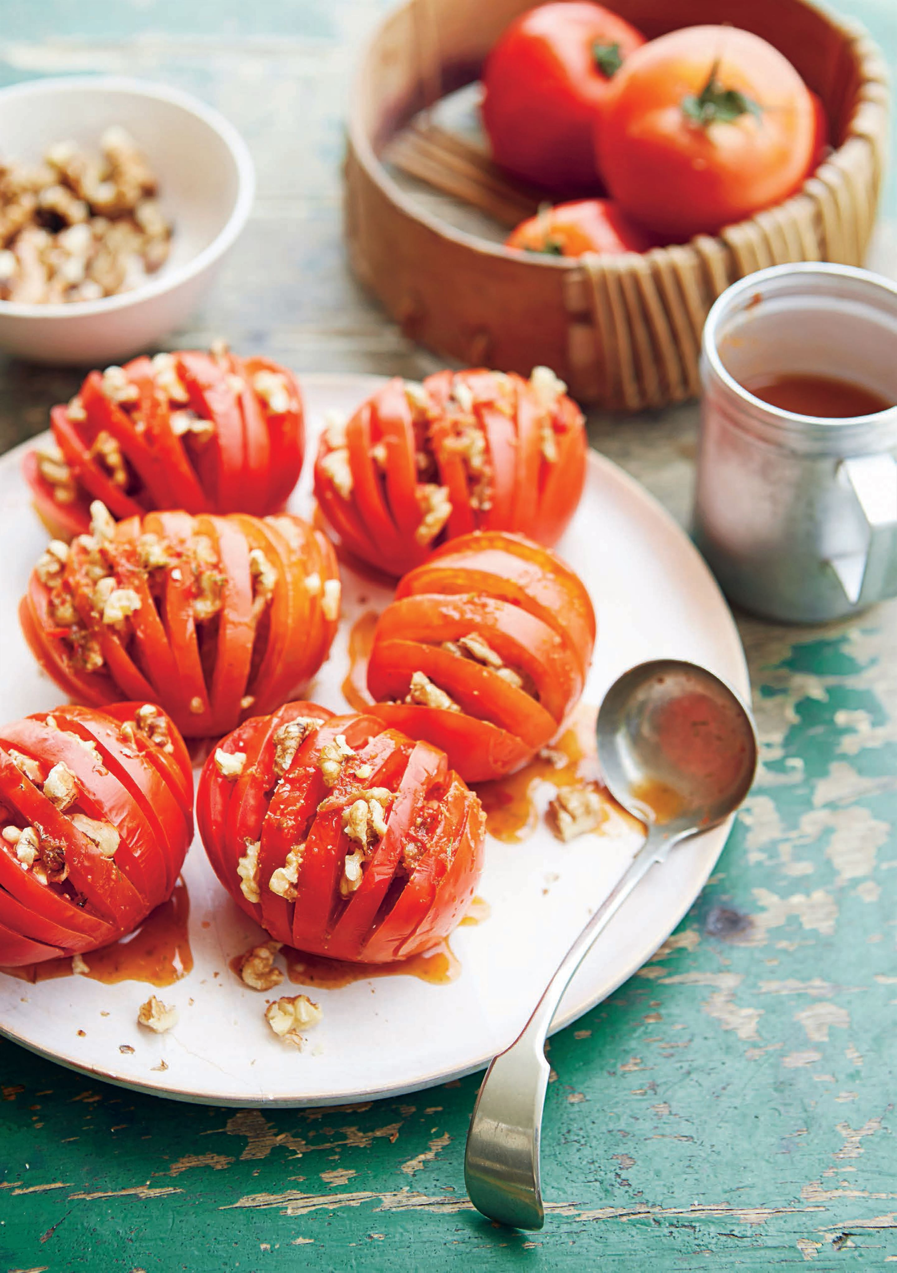 Tomato walnut salad