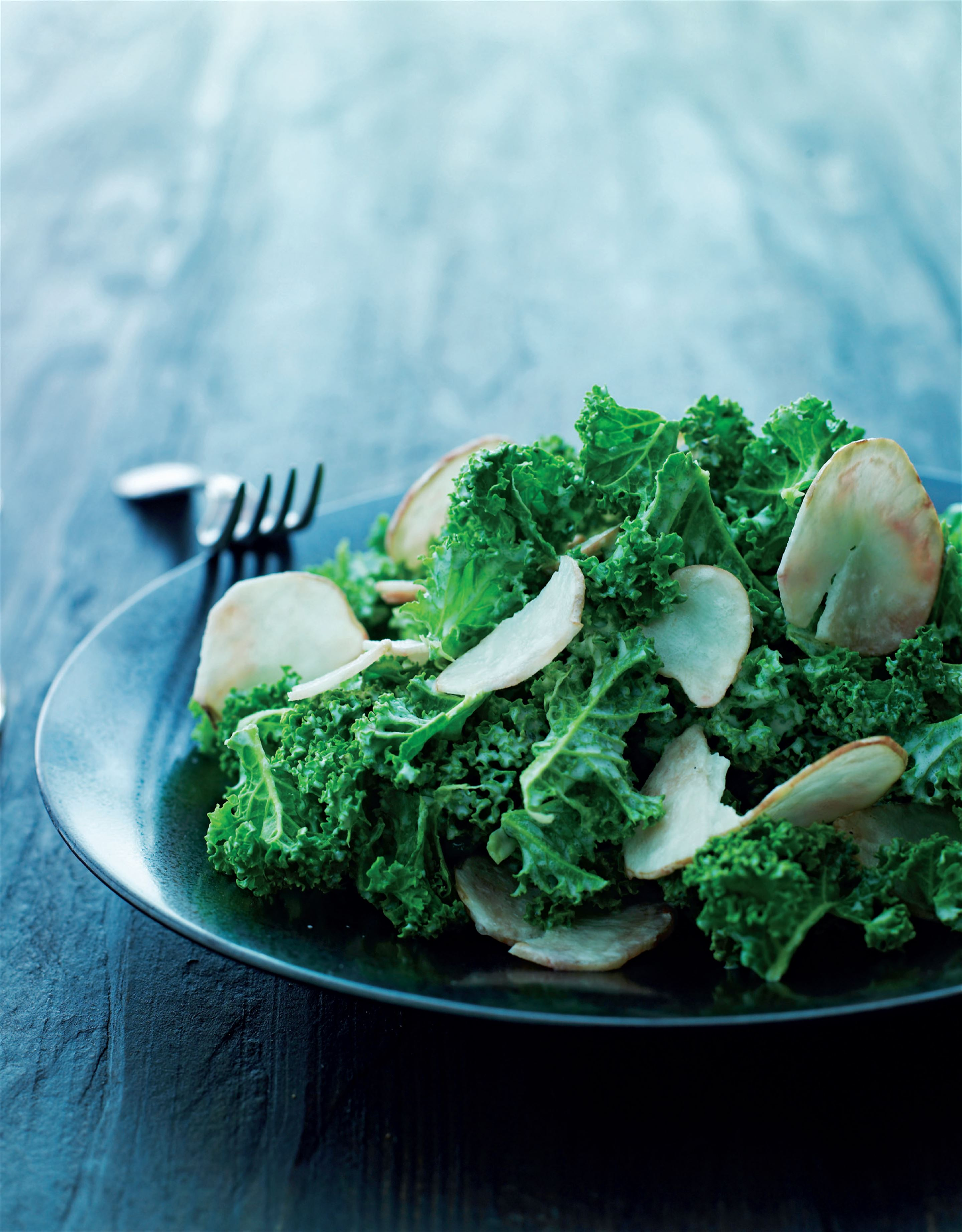 Kale salad with Jerusalem artichokes