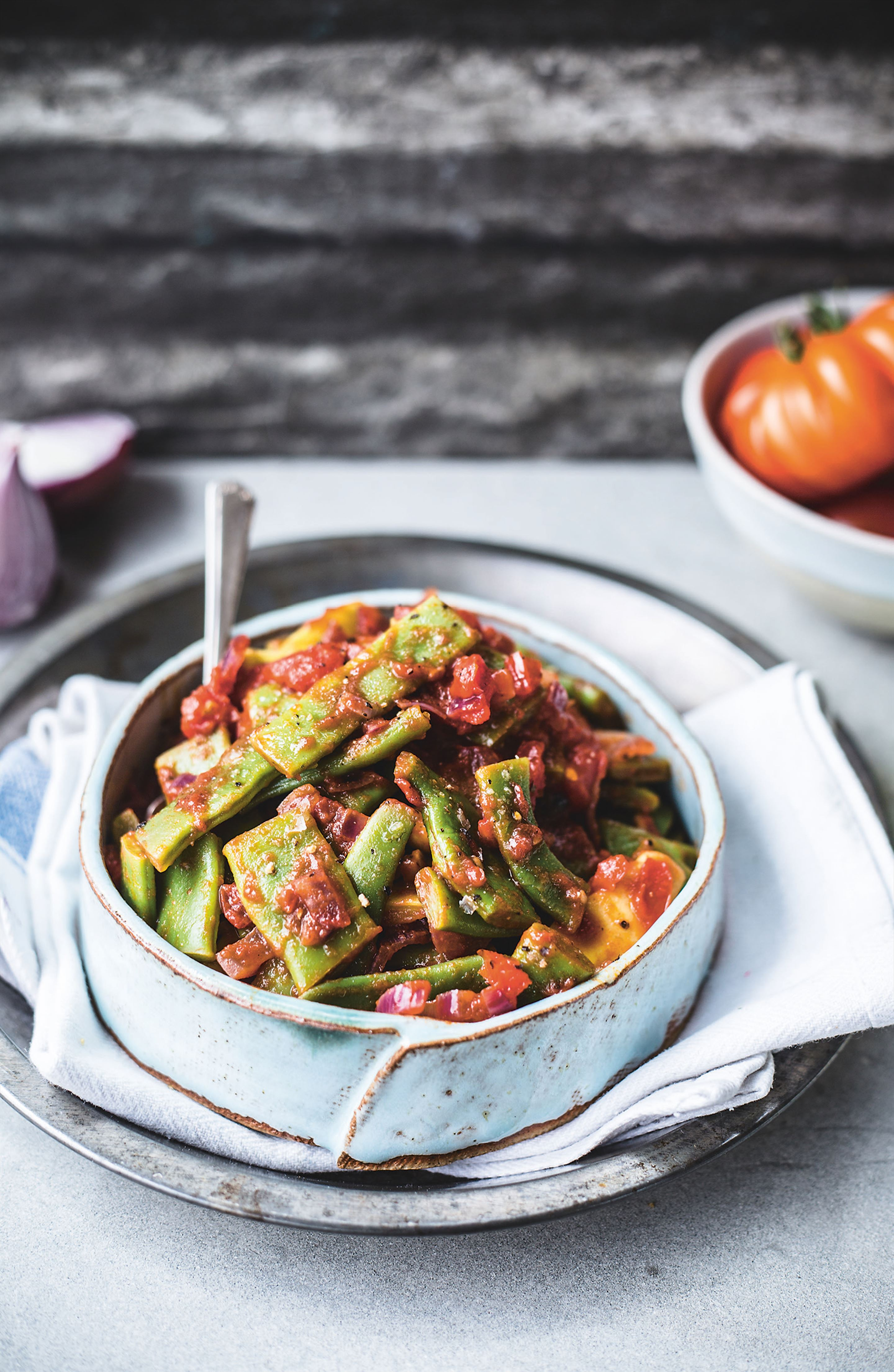 Green beans with tomato and red onion