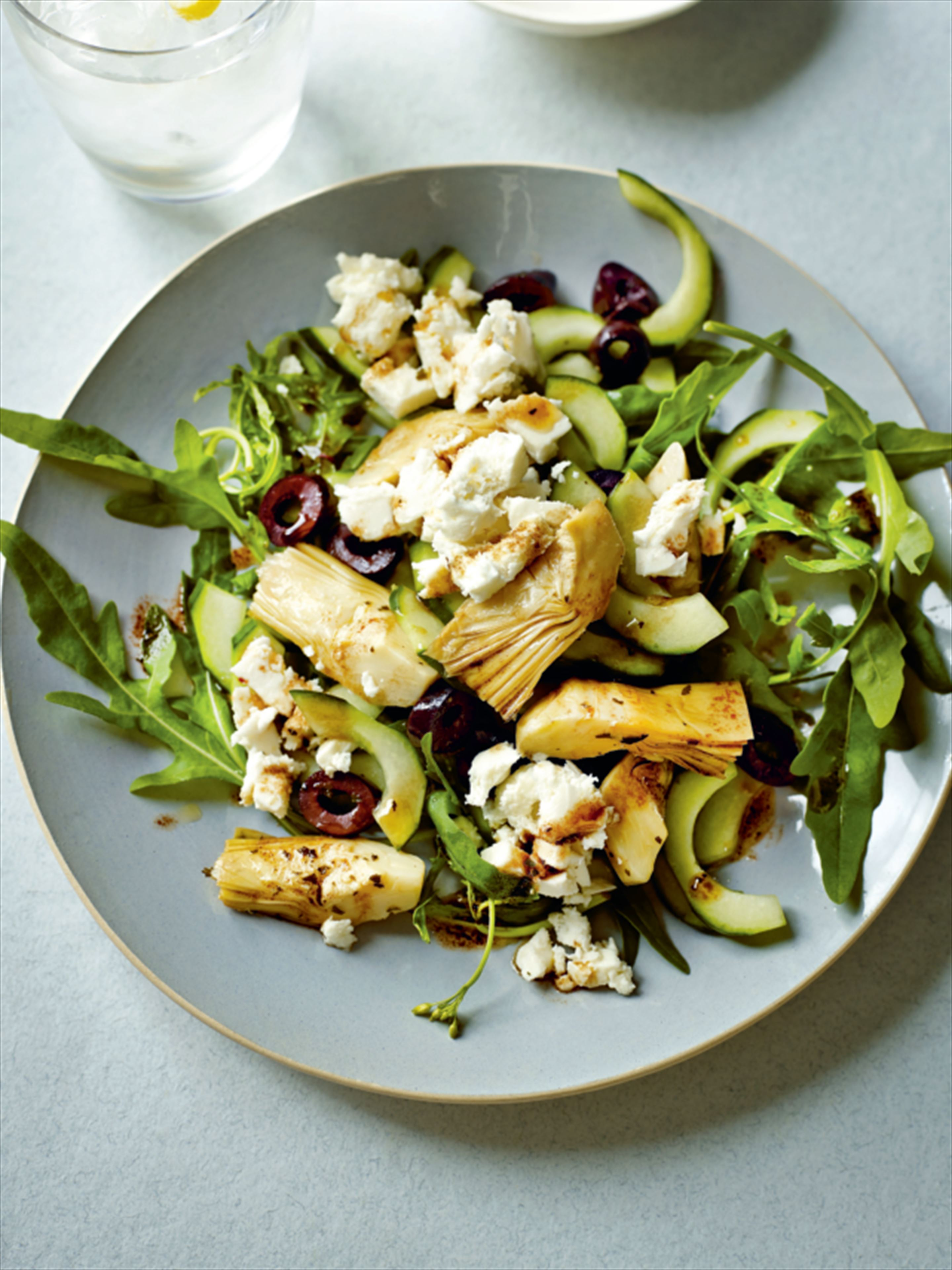 Greek salad with rocket and artichokes