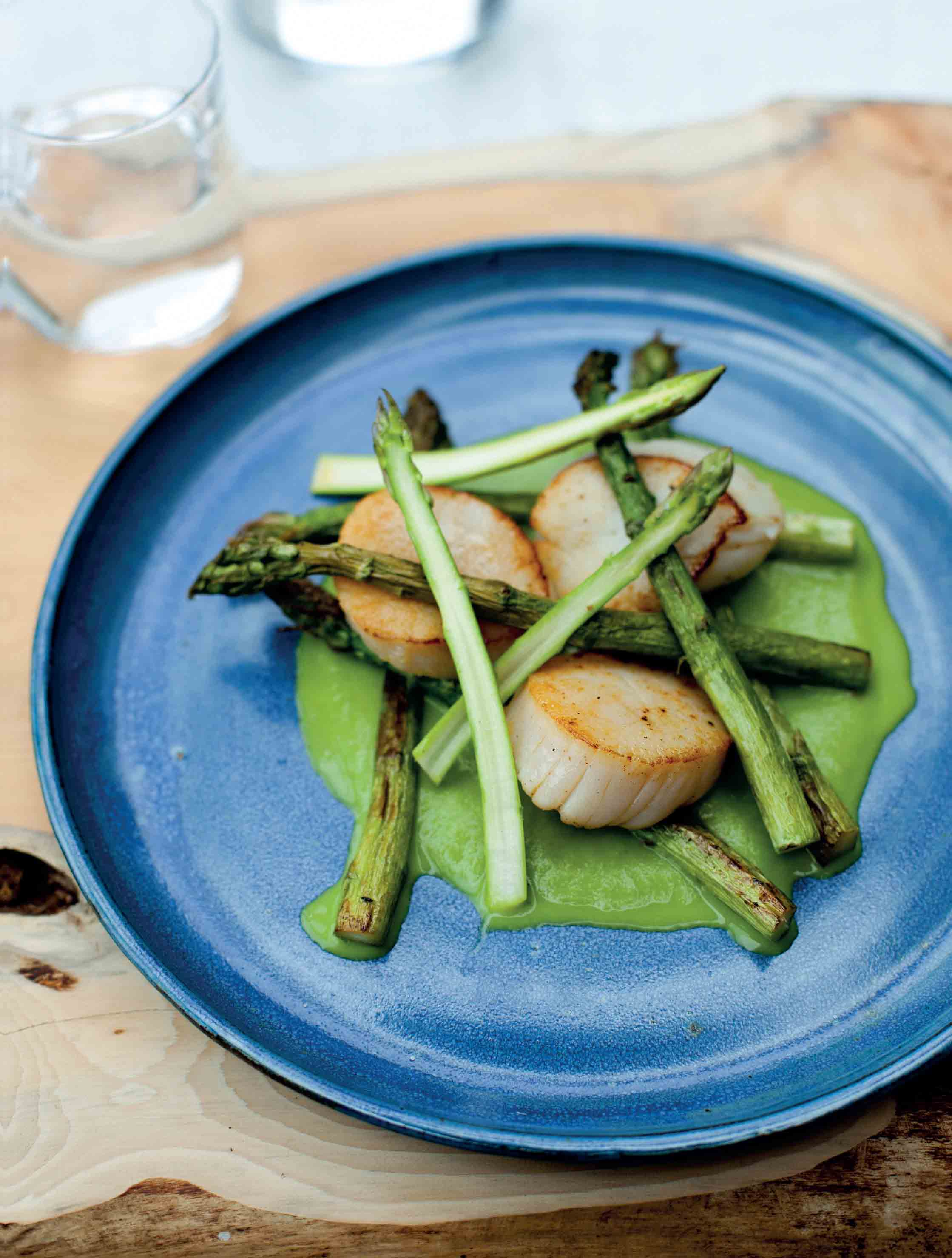 Scallops with roasted, puréed and raw asparagus