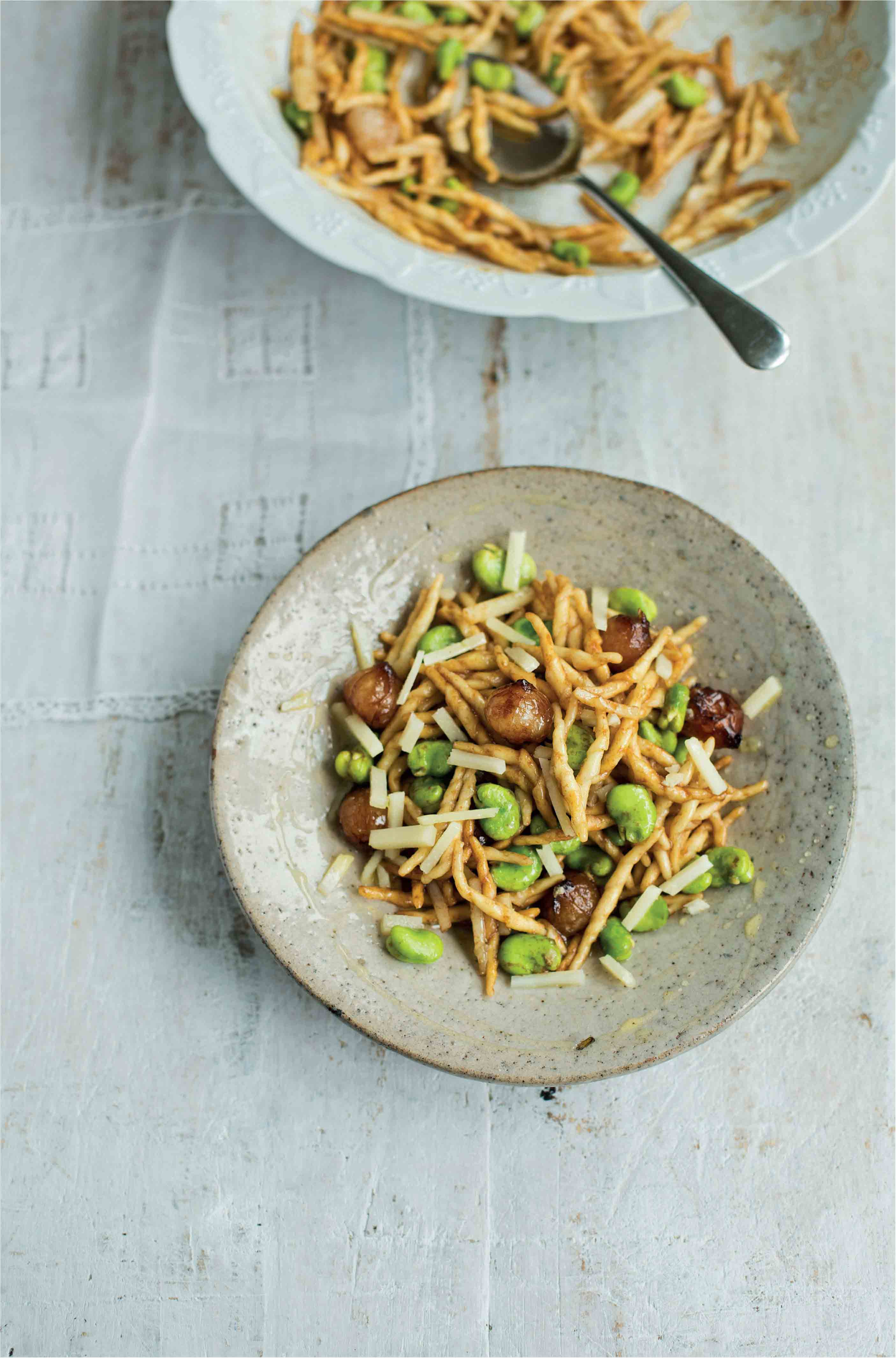 Short pasta salad with broad beans, balsamic onions and pecorino