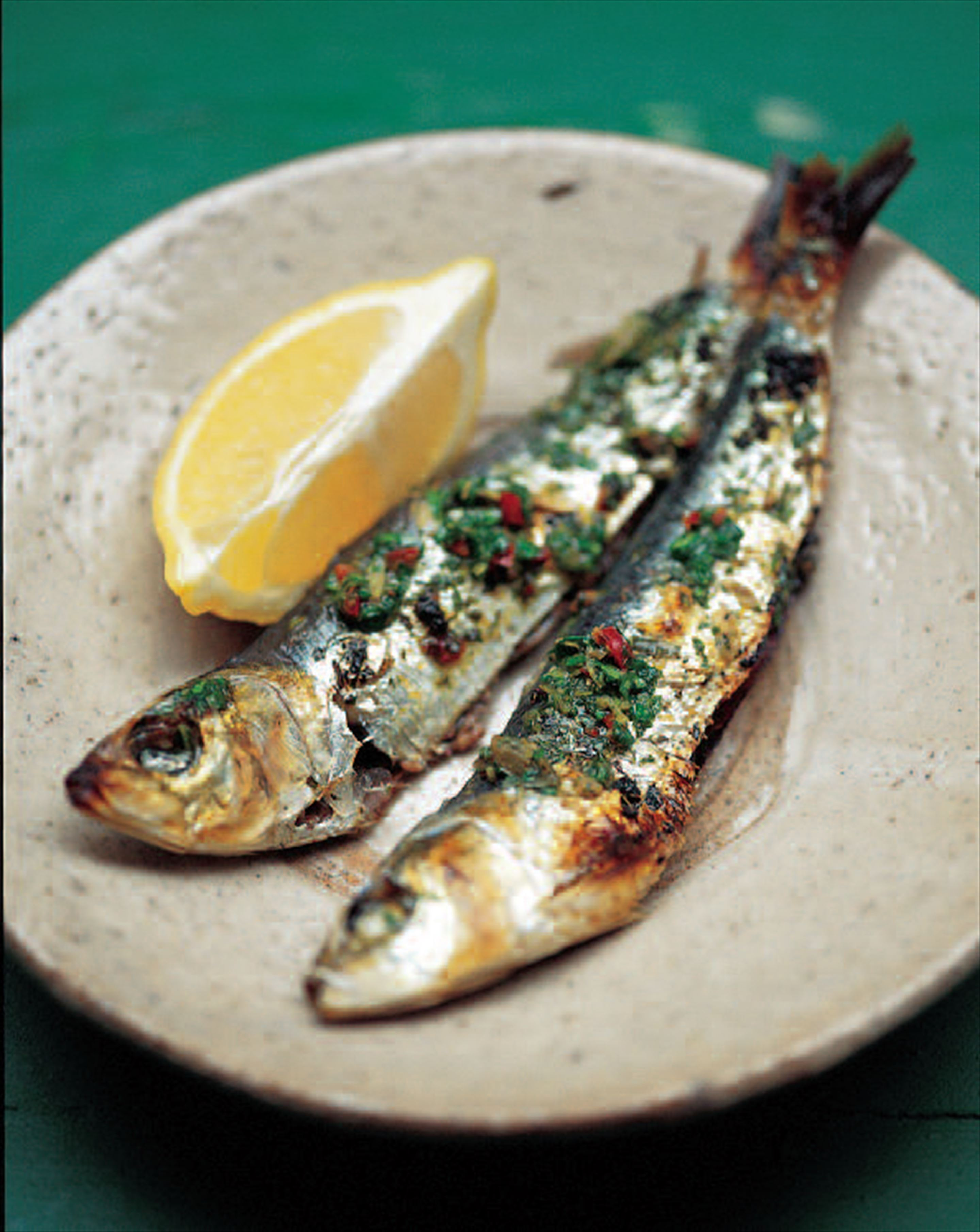 Grilled fresh sardines with green salsa