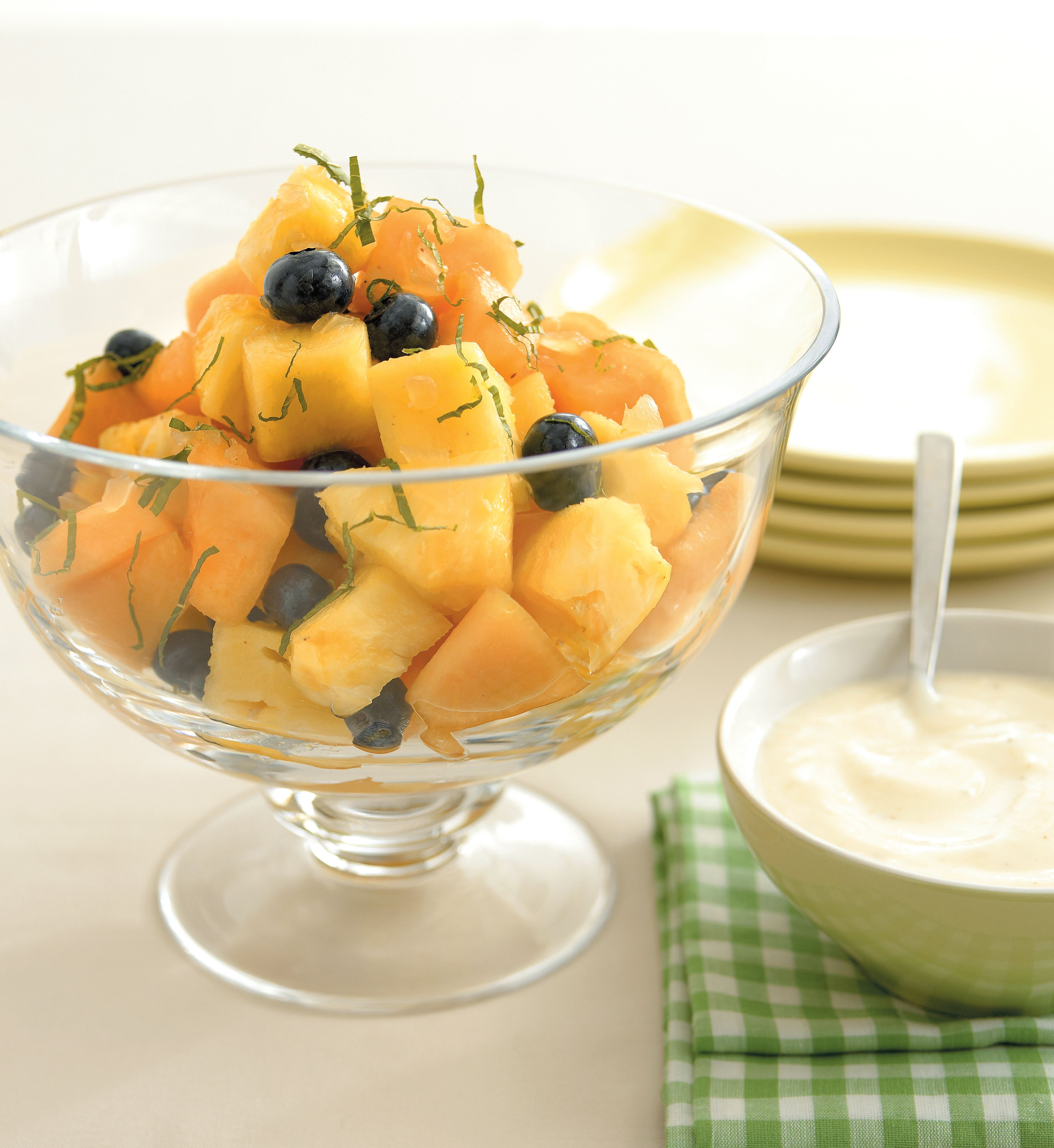 Fruit salad with cinnamon yoghurt