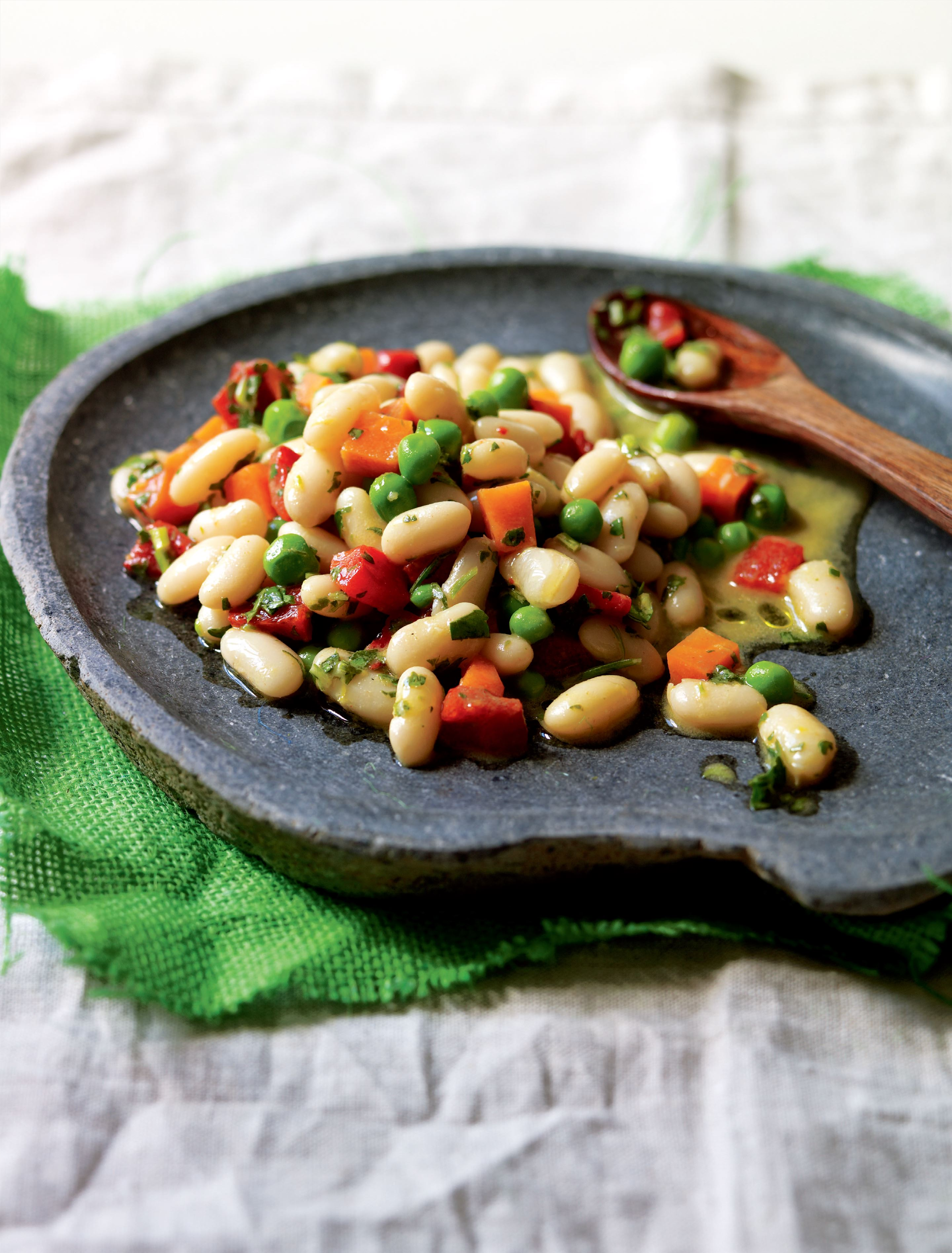 Bean salad with lemon and parsley dressing