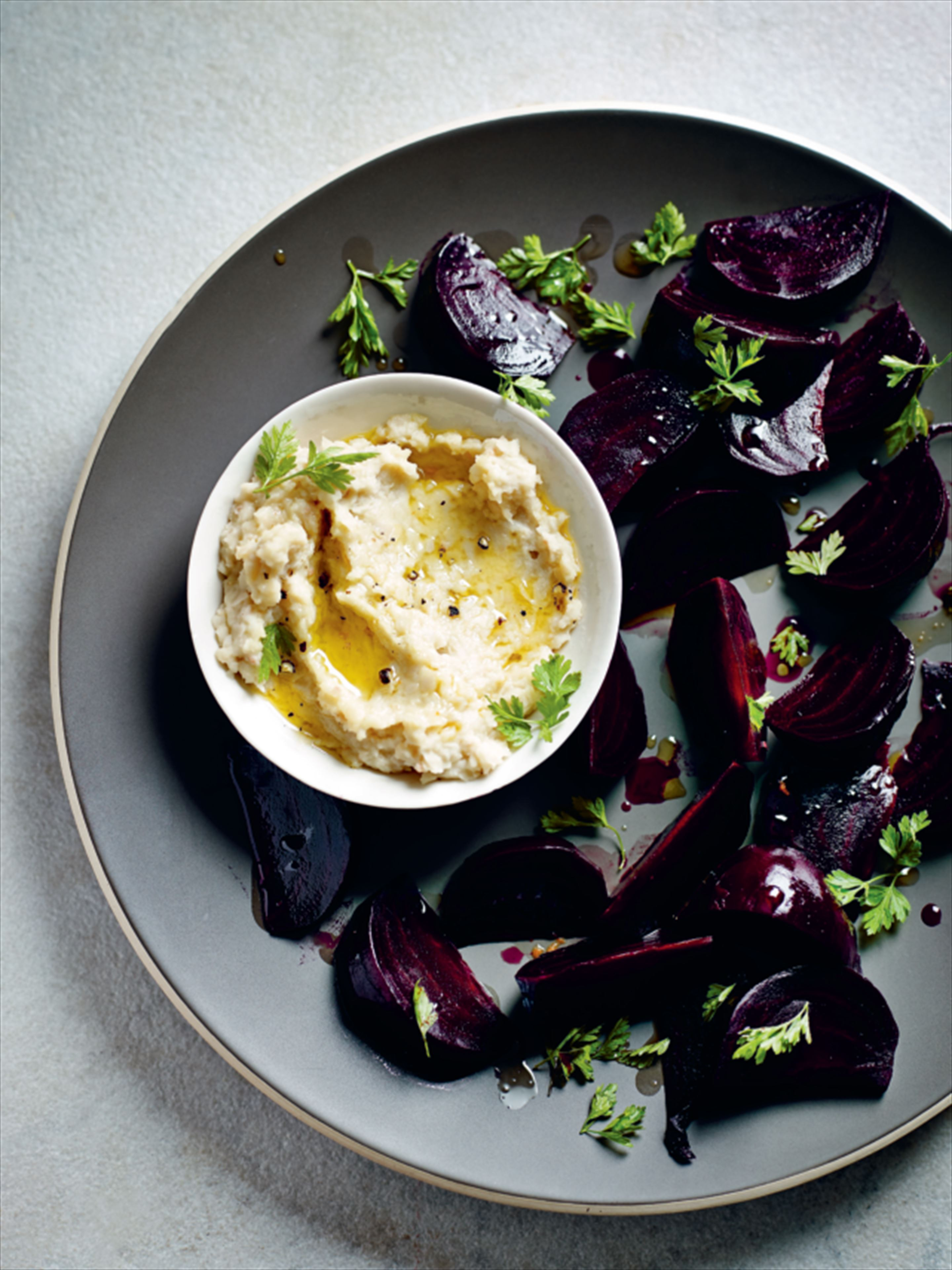 Baked beetroot wedges with white bean houmous