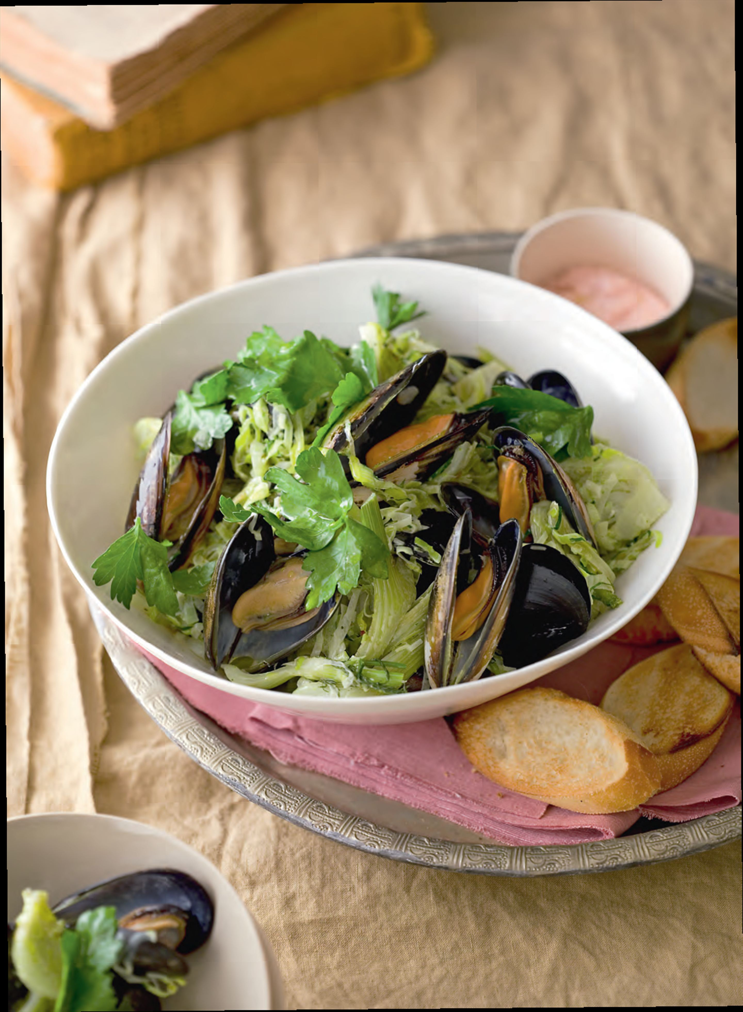 Mussels, leeks and pernod with taramasalata toasts