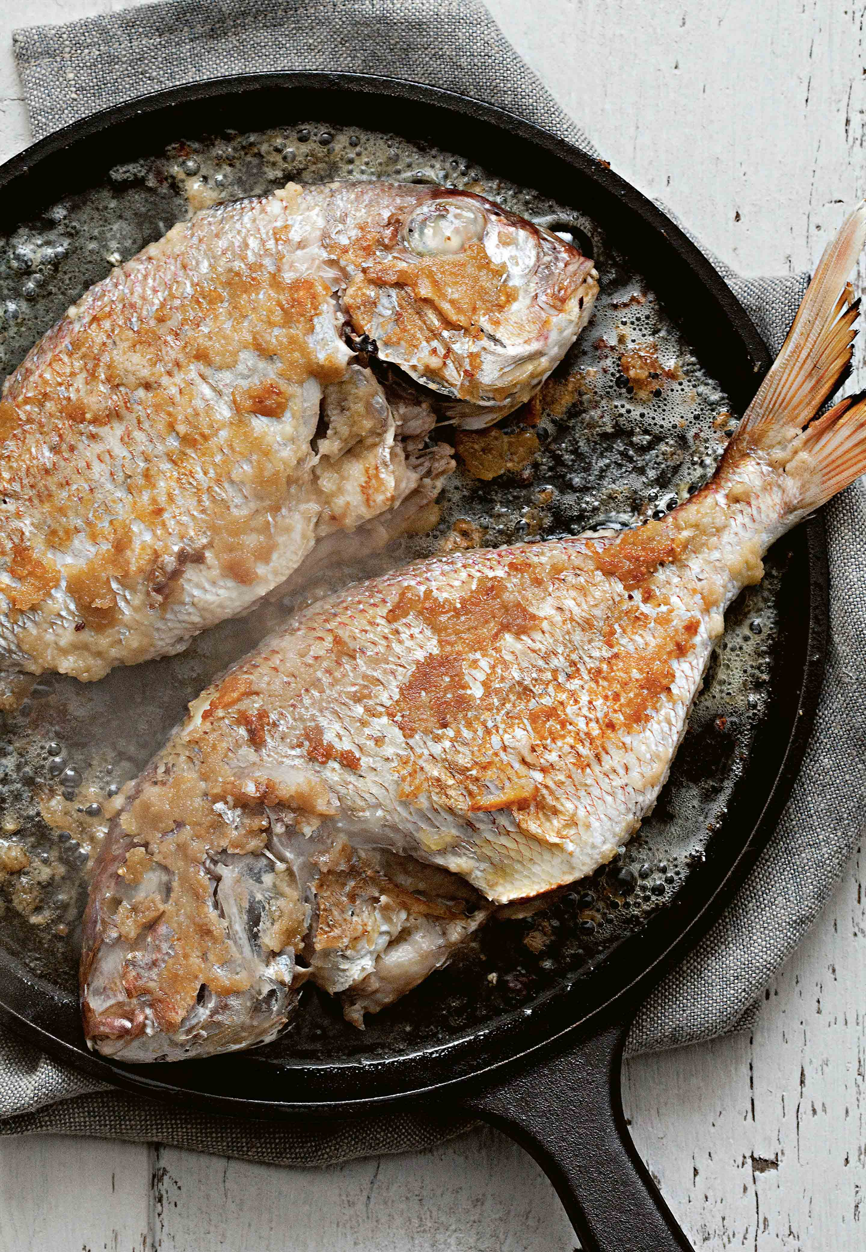 Bream (or rosetia) in garlic sauce
