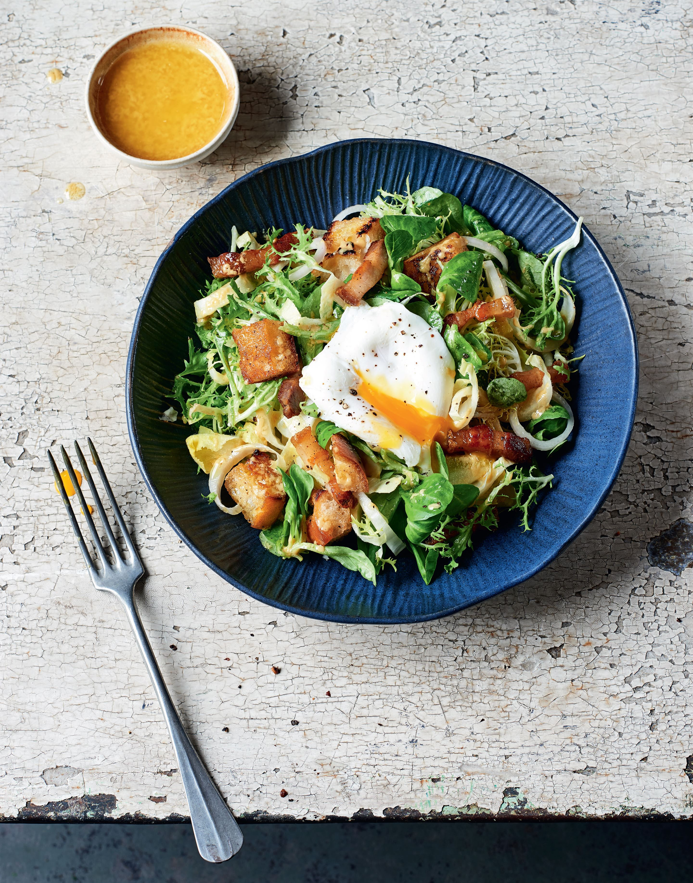 Lyonnaise egg & bacon salad