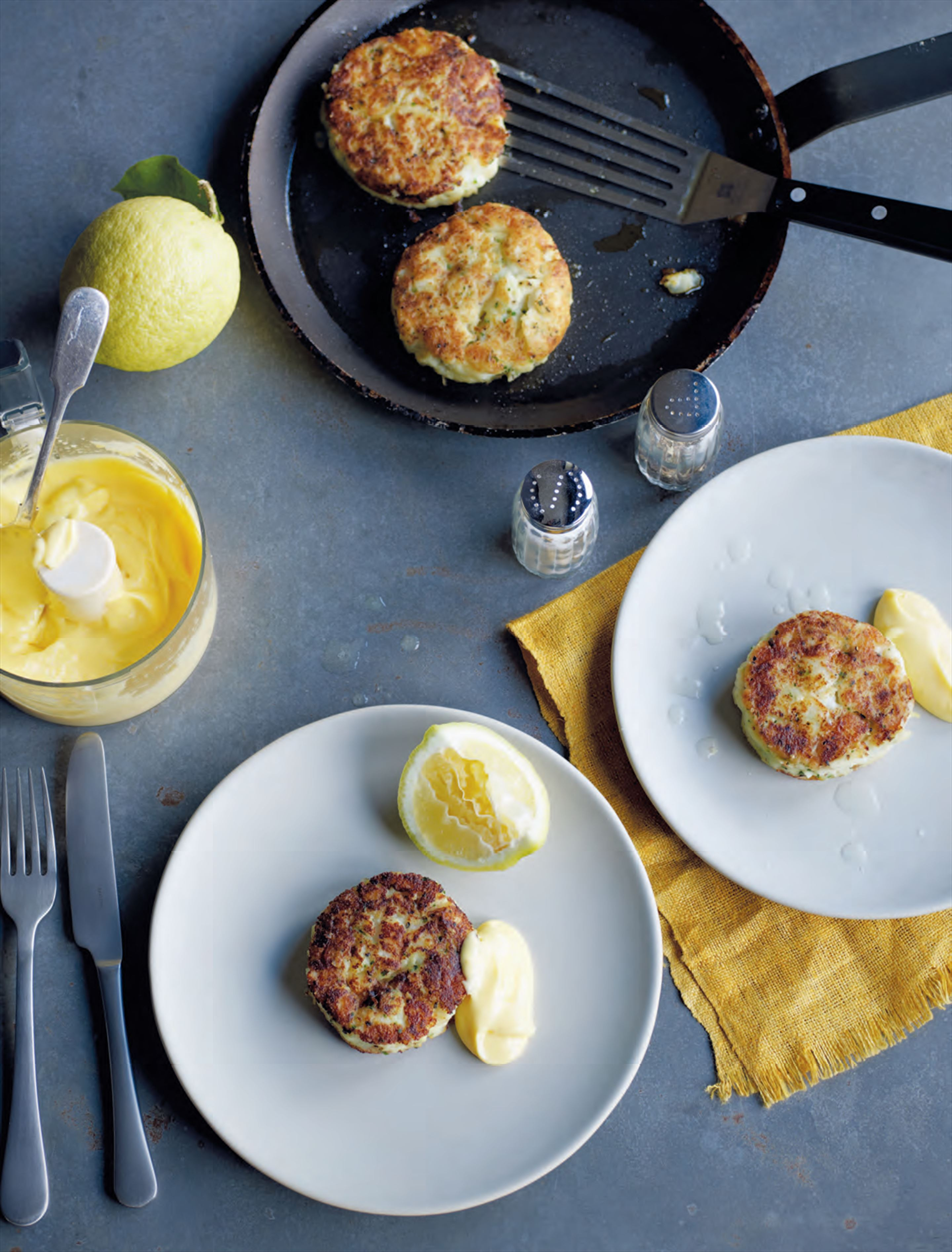 Smoked haddock & herb fish cakes with quick hollandaise