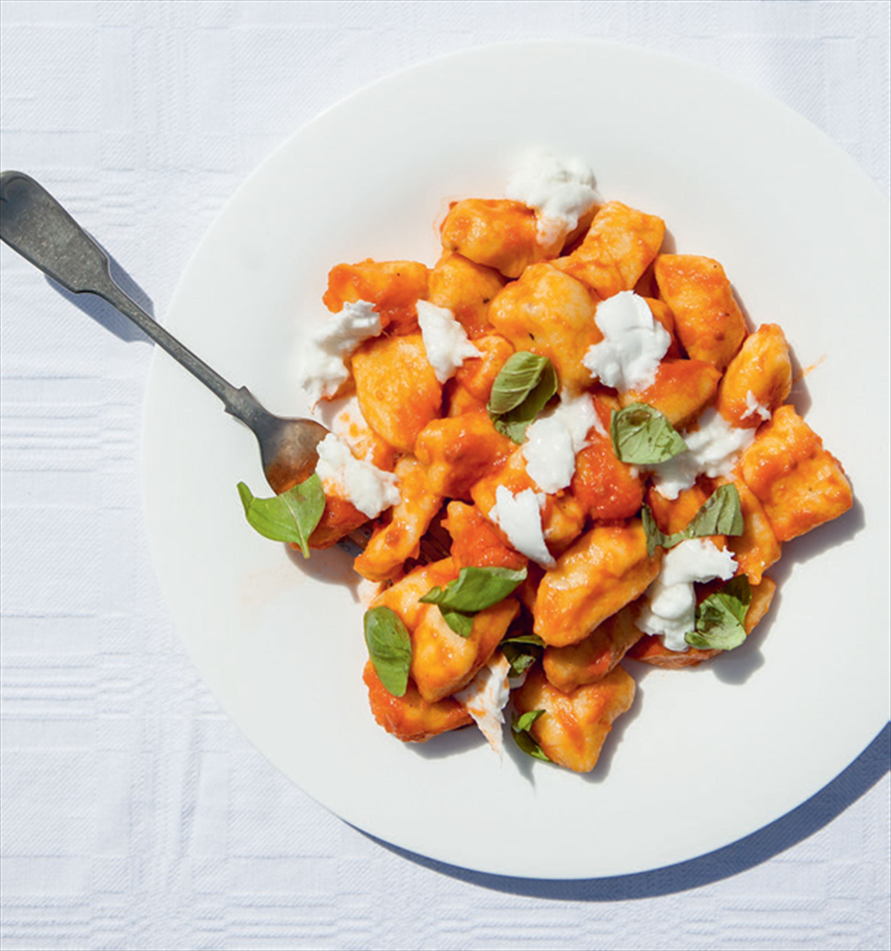 Potato gnocchi with tomato sauce, mozzarella & basil