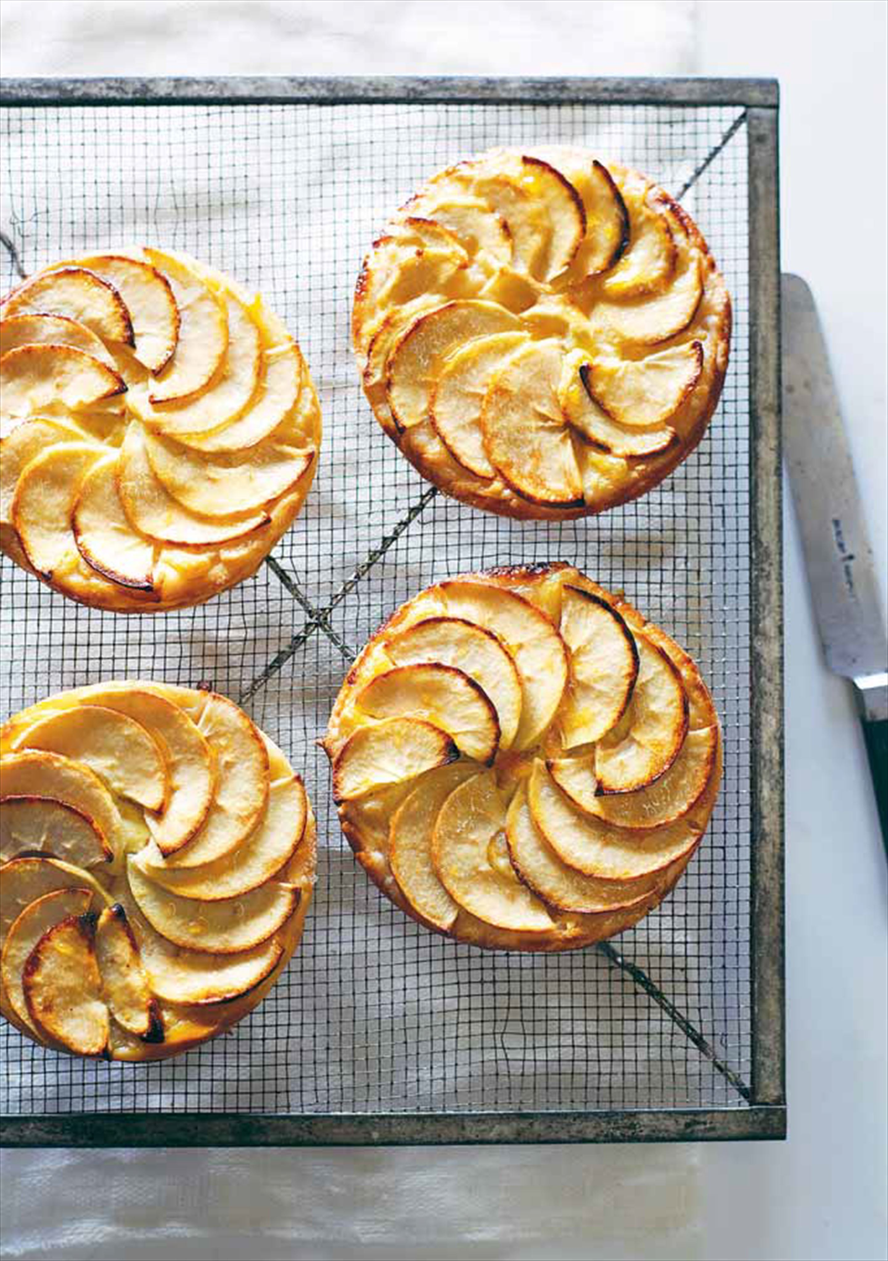 French apple tartlets