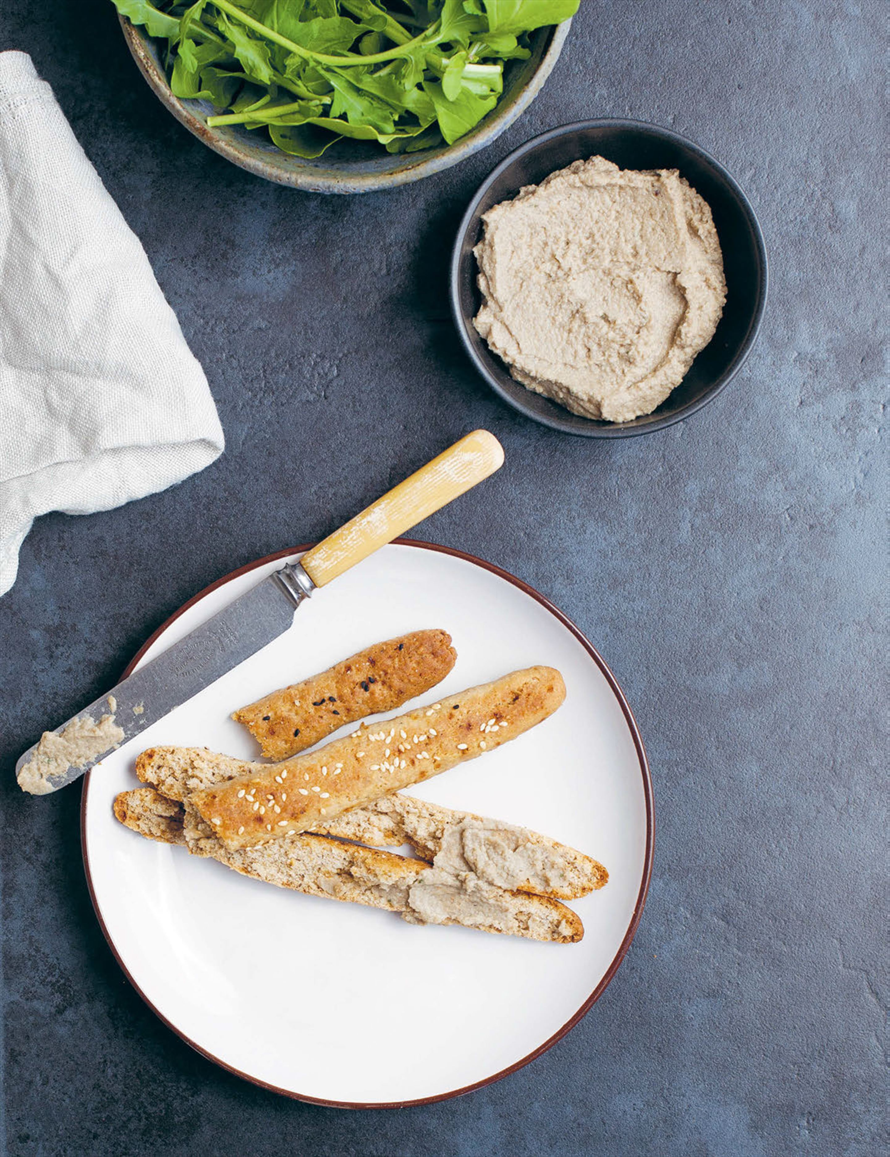 Mushroom pâté with crispy breadsticks