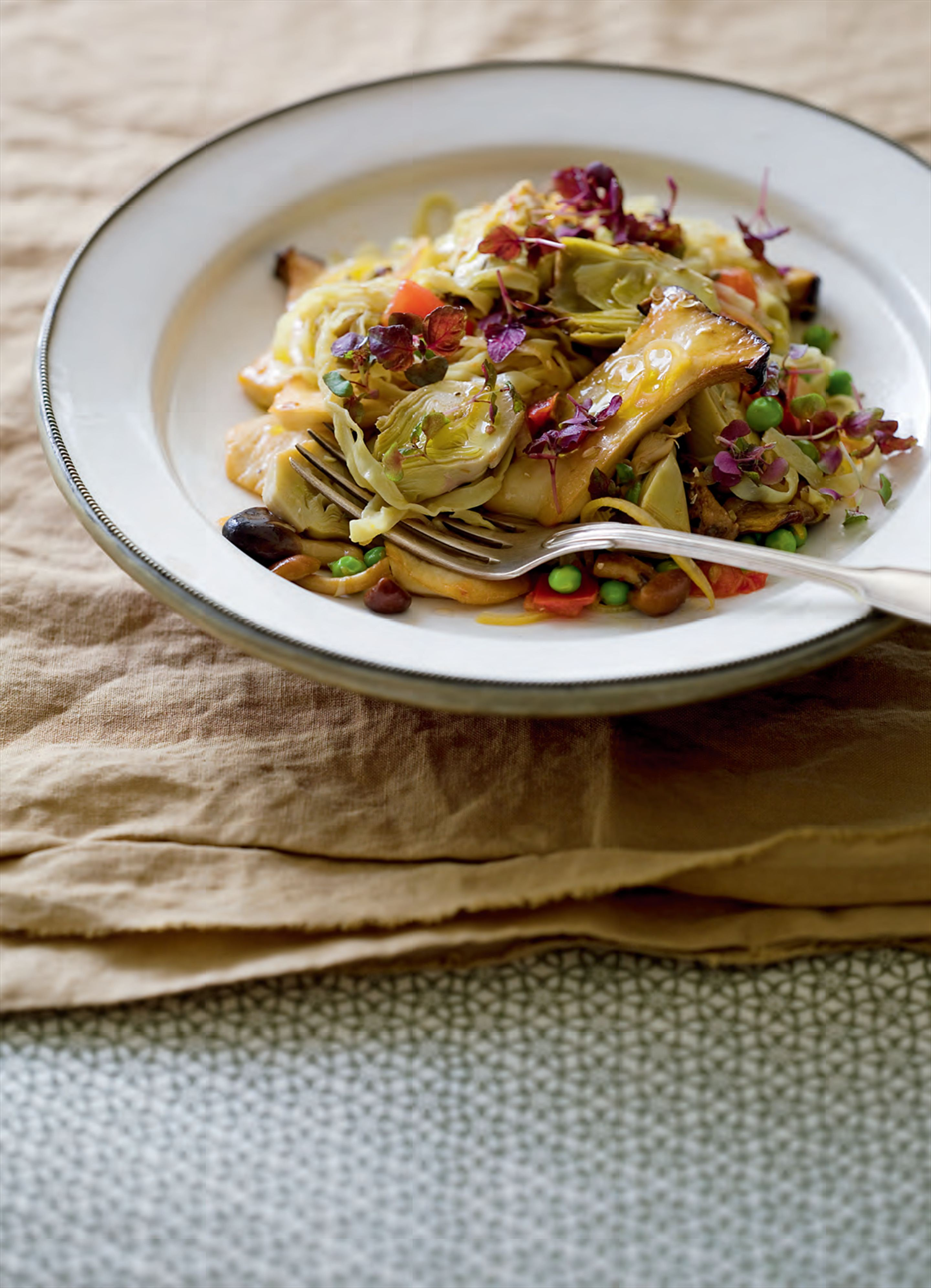 Buttered egg noodles with artichokes, cèpes and saffron