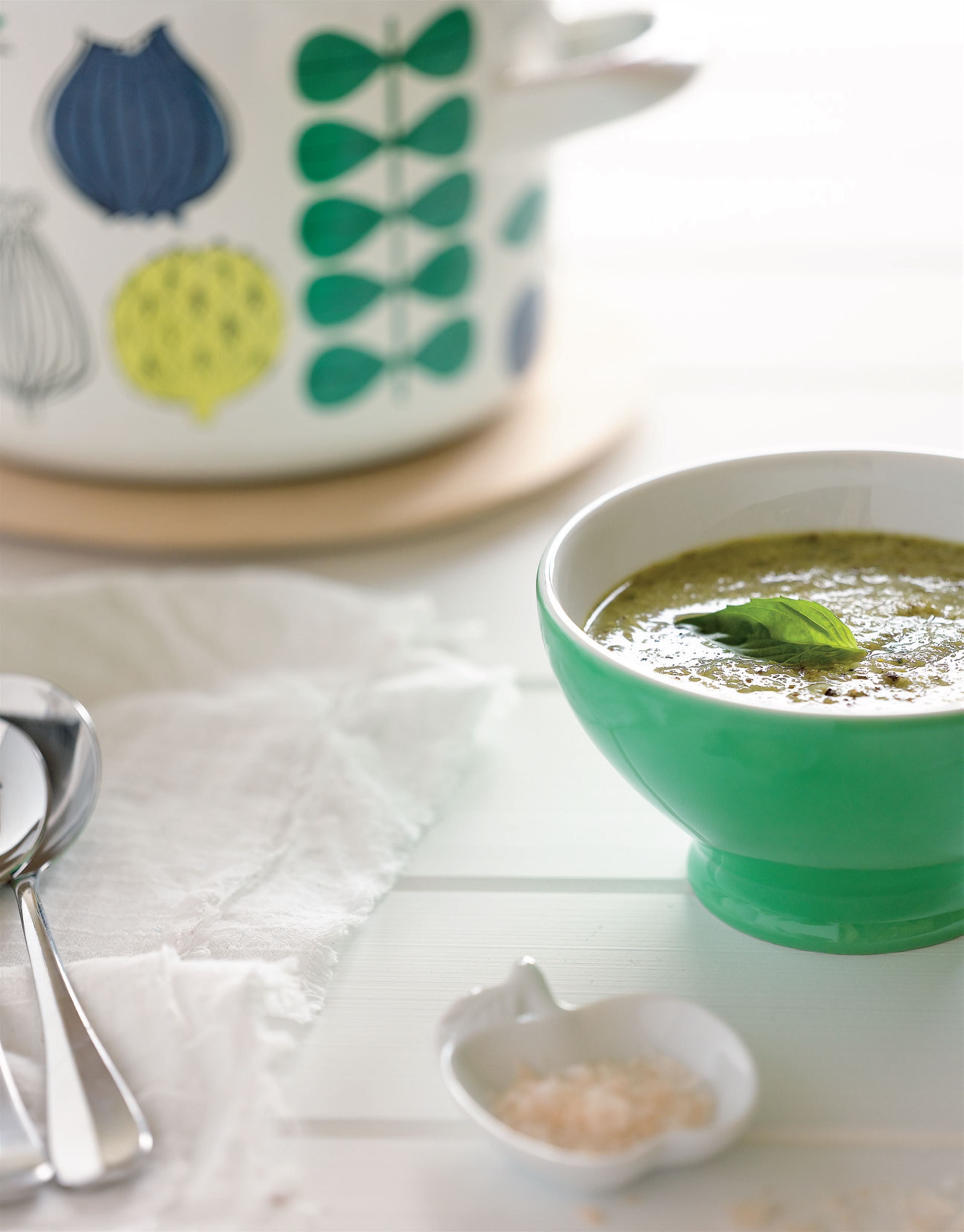 Creamy broccoli and leek soup