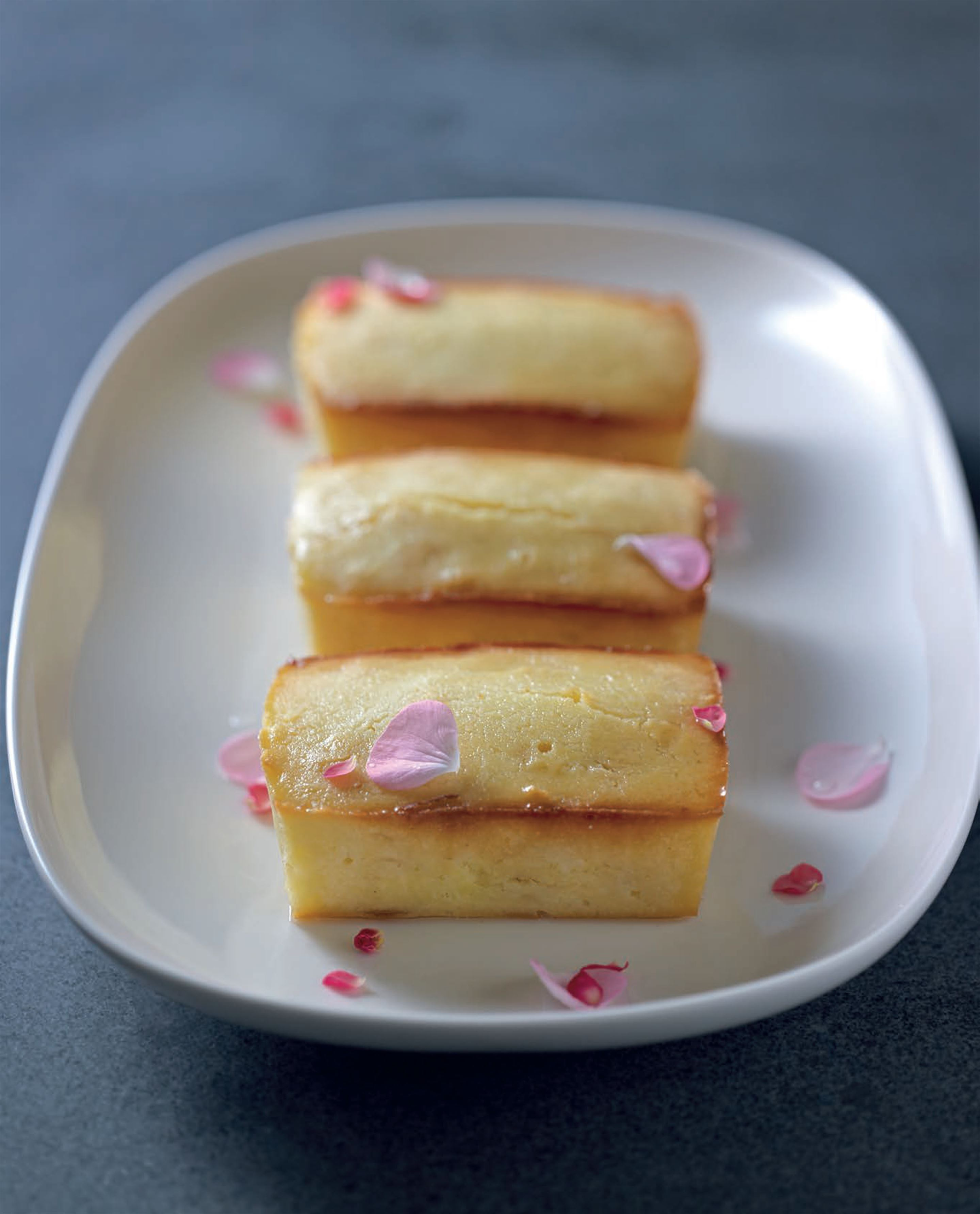 Little lemon–yoghurt cakes