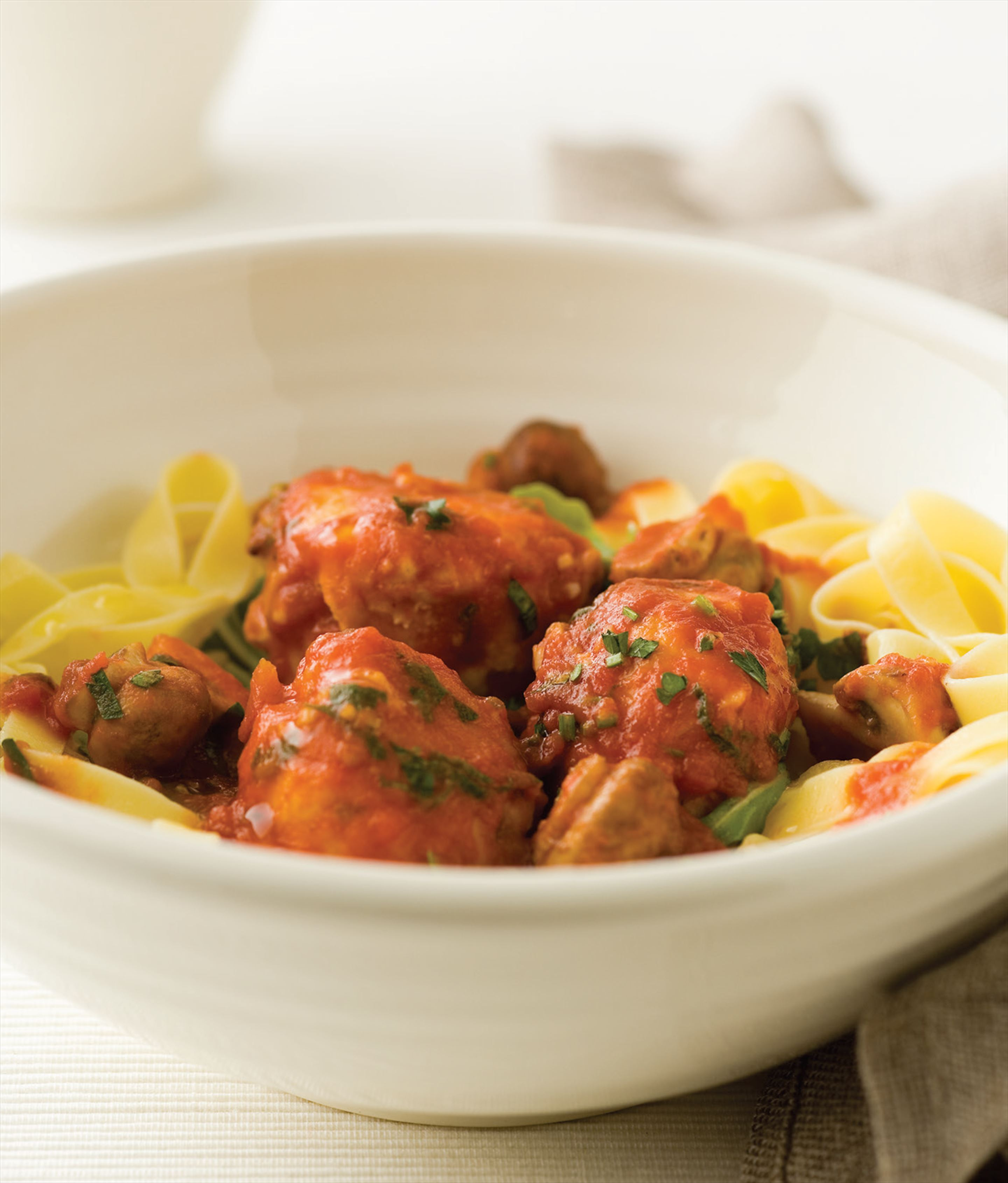 Chicken meatballs with rocket and fettucine